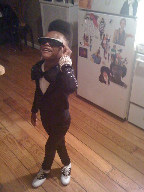 Got a girl crush on: Mini Janelle Monae     itspaidaa :     Janelle Monae Halloween costume.   My goodness this is CUTE!!!