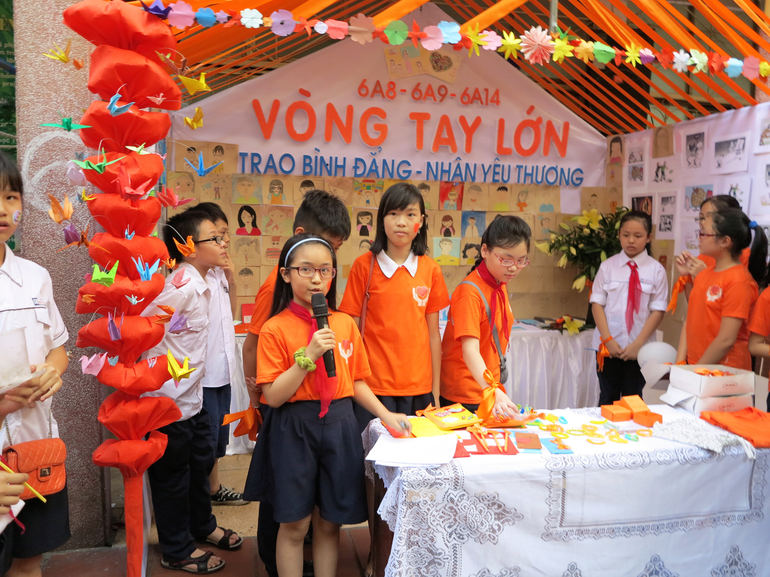 Students in Le Loi secondary school participate in an activity to learn about the Gender Responsive School Model Project. Grantee: Plan Viet Nam.Photo: Trinh Thi An Binh