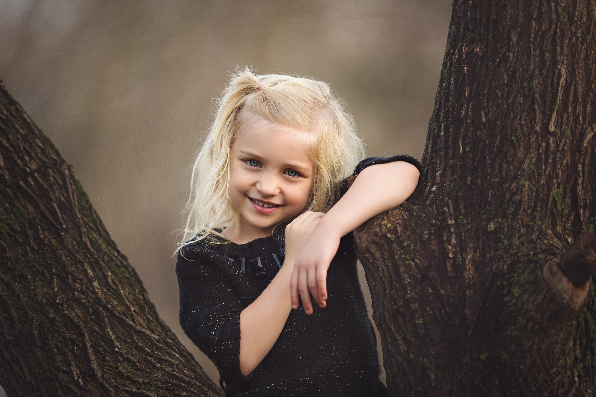 Hello-olivia-photography-Long-island-suffolk-county-Olivia-in-a-tree