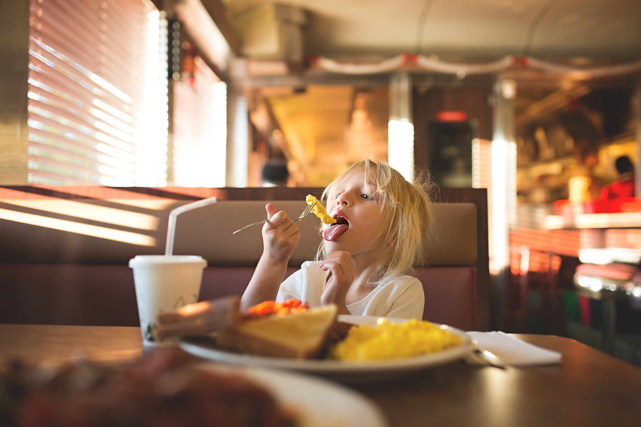 Hello-Olivia-Photography-eating-cook-room-coram-new-york-breakfast-diner-eggs-food-eat