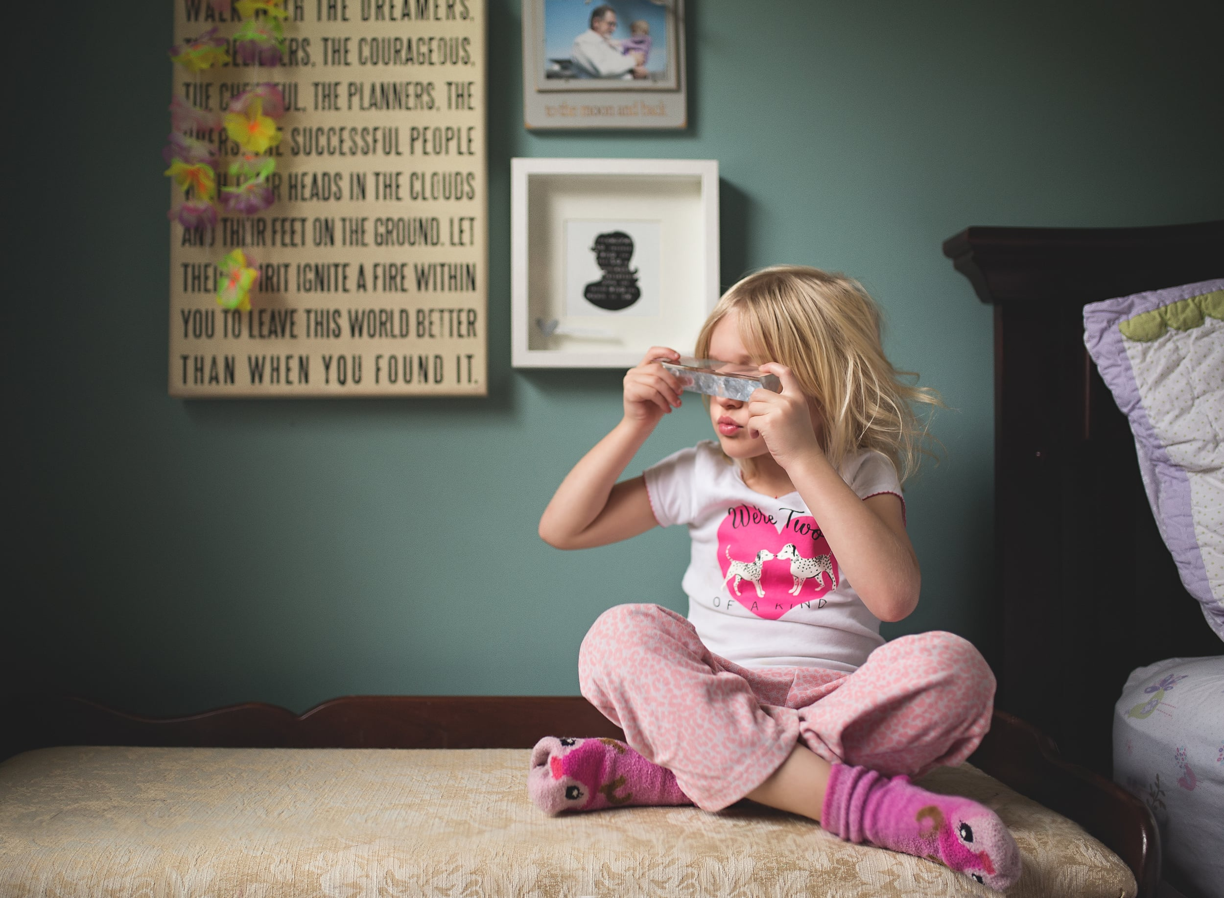Hello-Olivia-Photography-suffolk-county lifestyle-childrens-photographer-bedroom-prism-window-light-fmaily-child-daughter.jpg