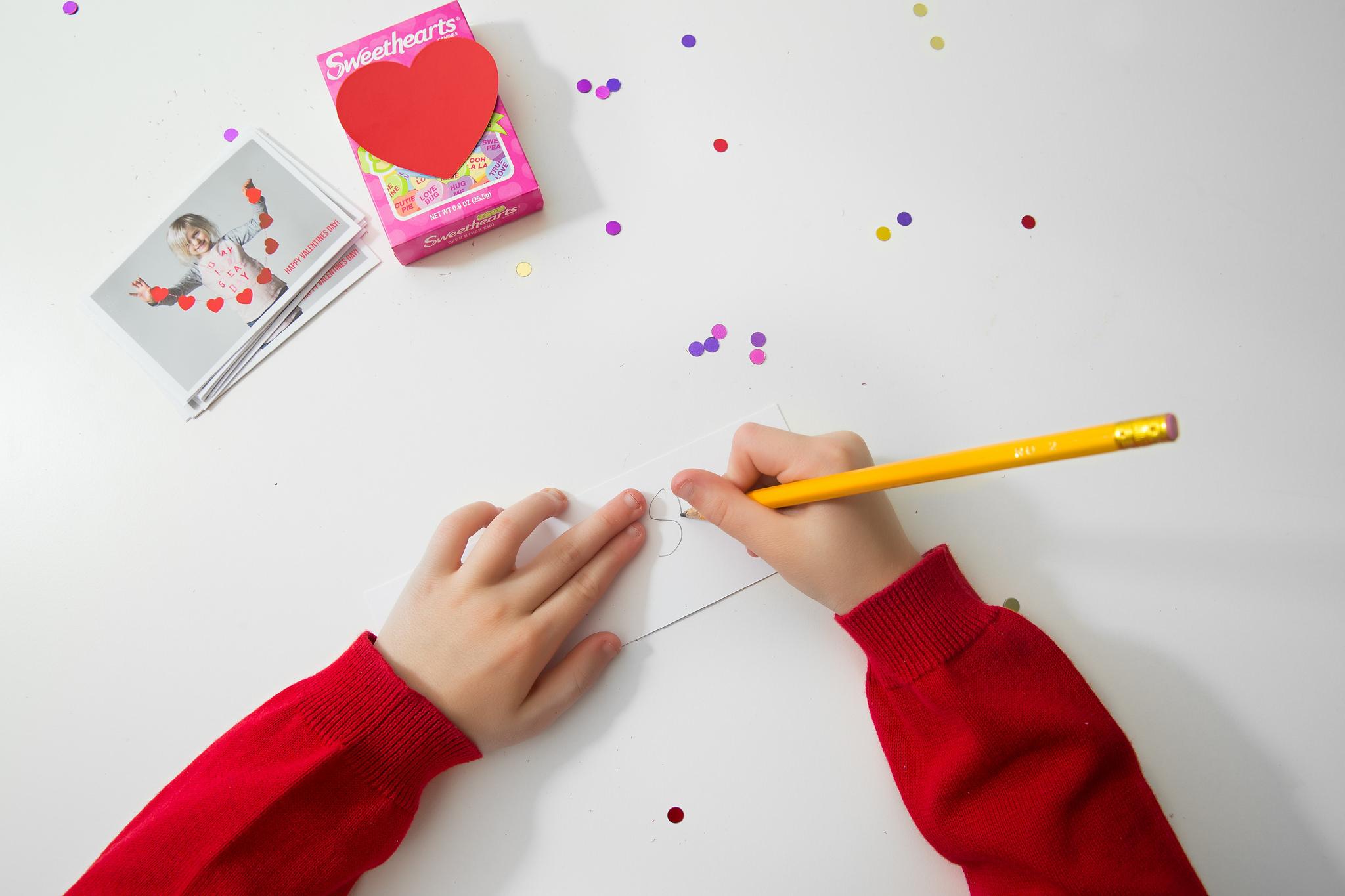 Hello-olivia-photography-middle-island-lifestyle-childrens-photographer-making-valentines