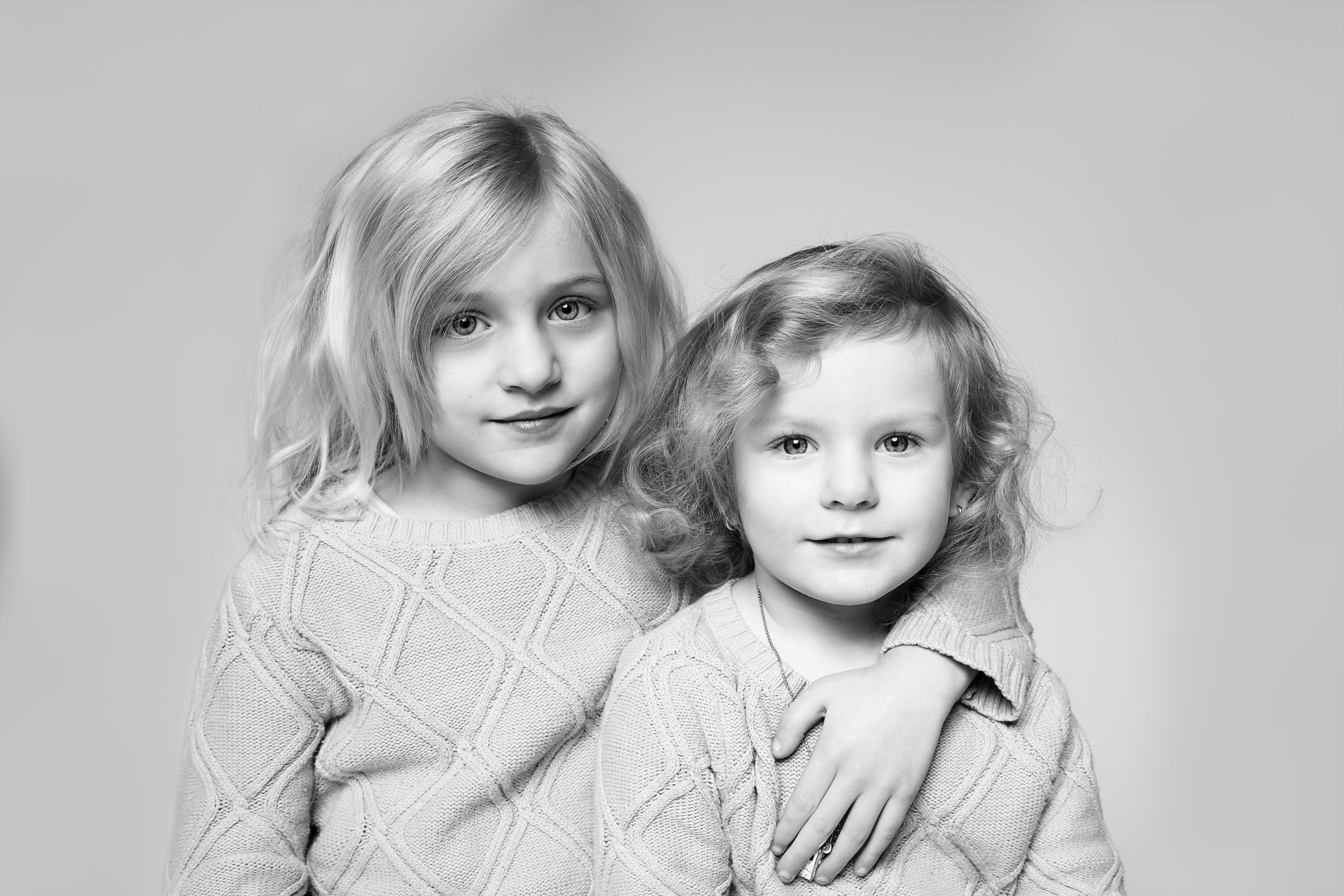 Long-Island-family-photographer-hello-olivia-photography-sisters.jpg