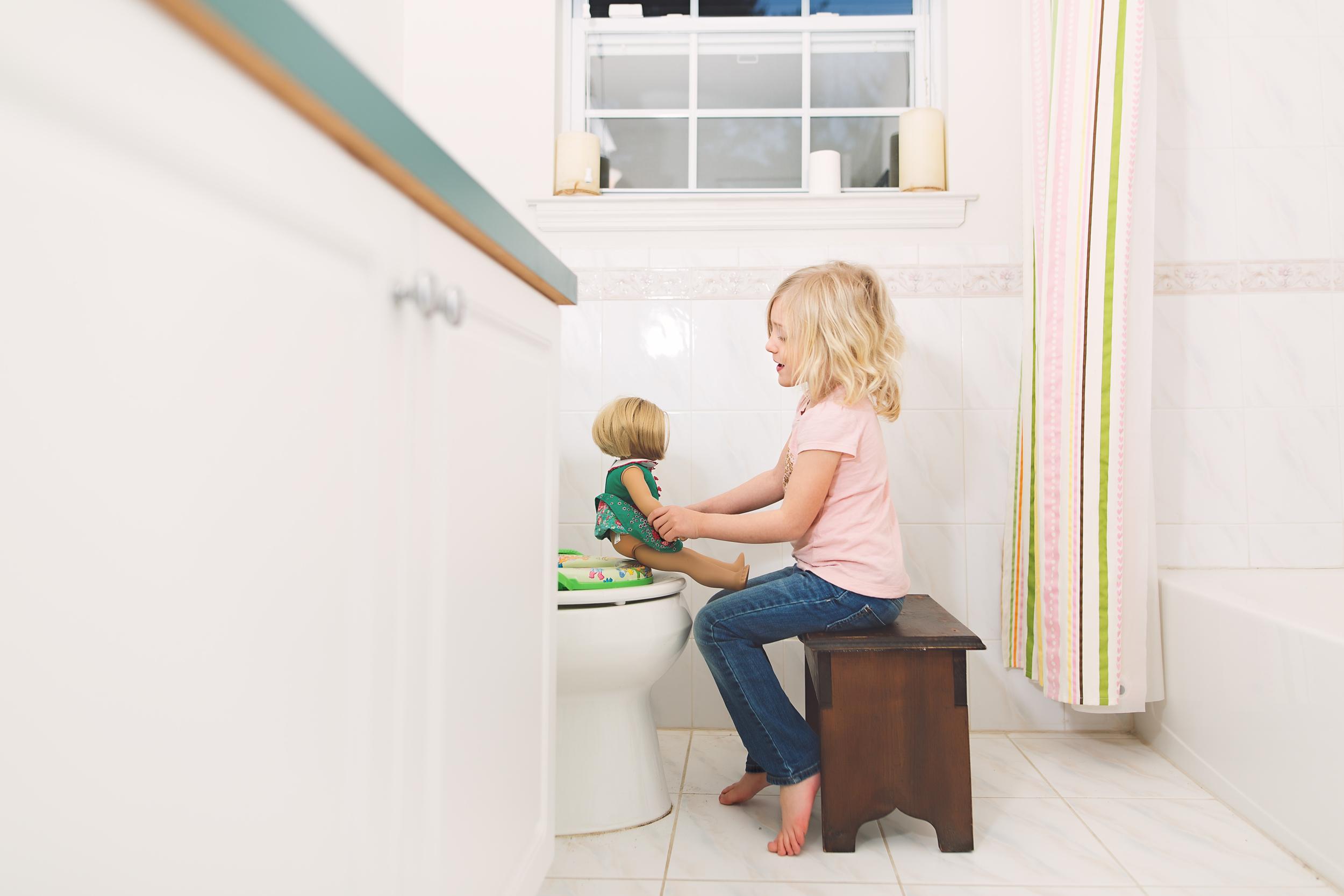 Hello-olivia-photographer-long-island-family-portrait-photographer-potty-training