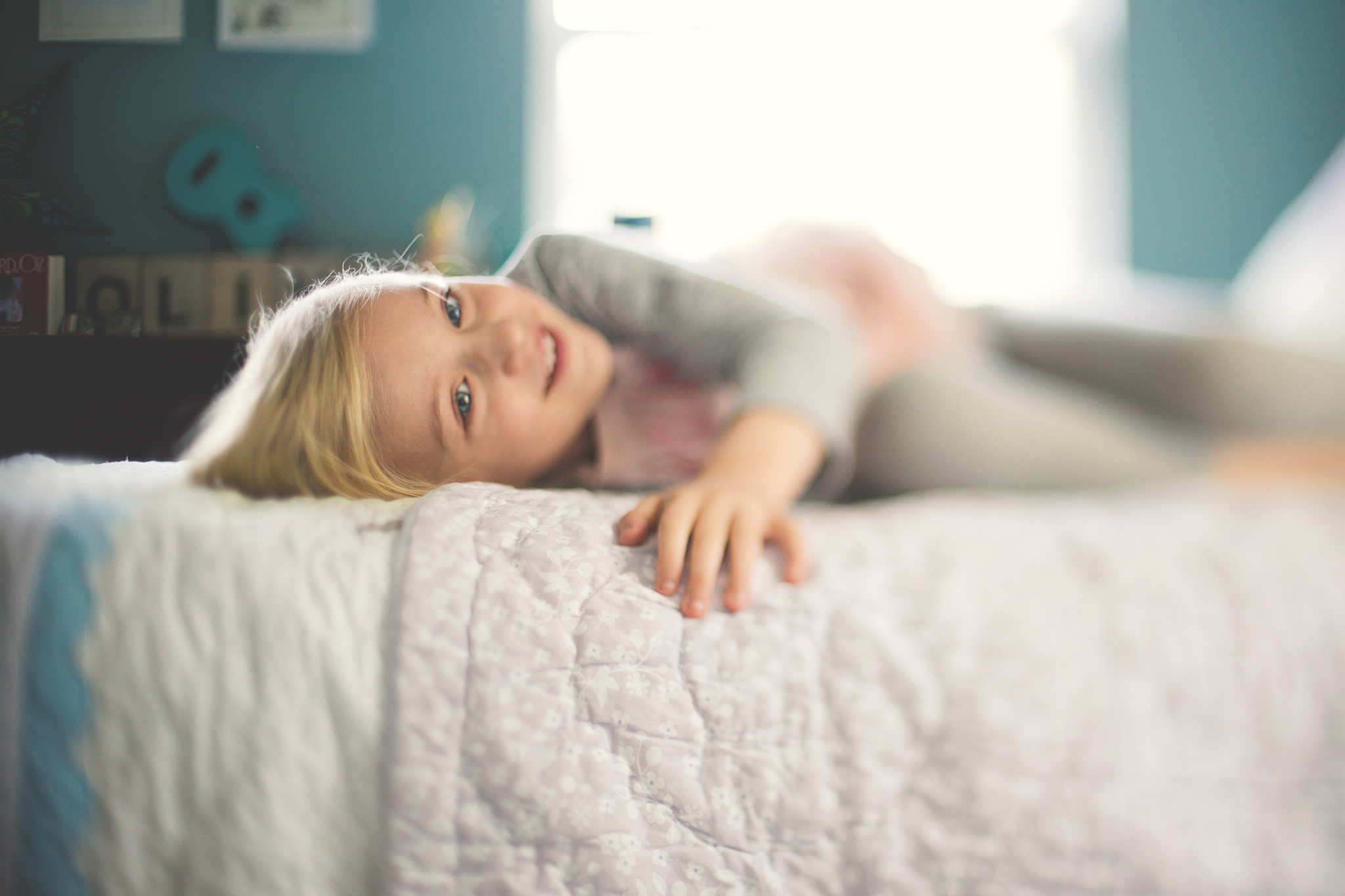 Hello_Olivia_Photography_Long_Island_Family-children-Photographer_freelensed-laying-in-bed.jpg