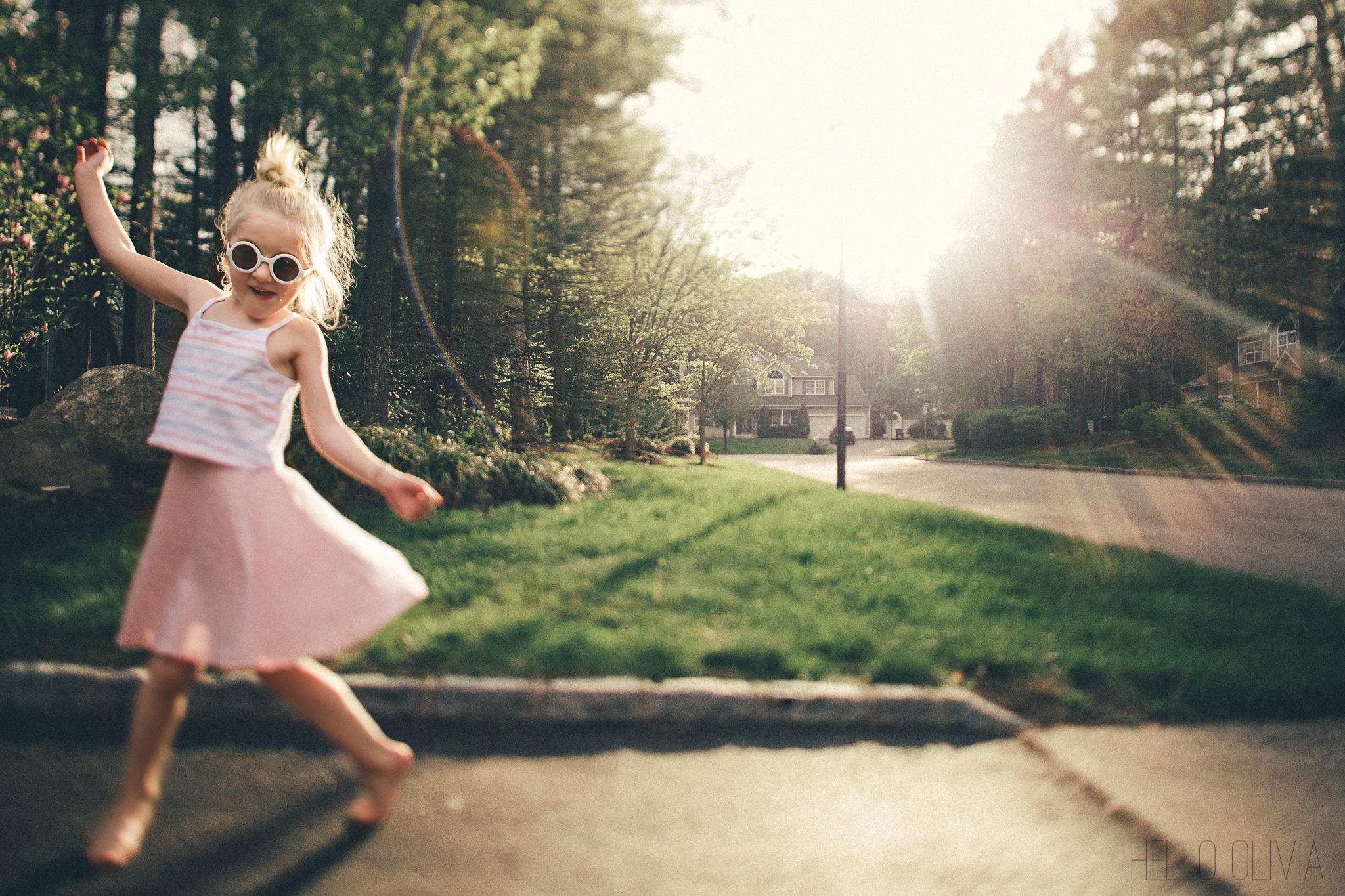 hello-olivia-photography-long-island-family-photographer-in-the-driveway