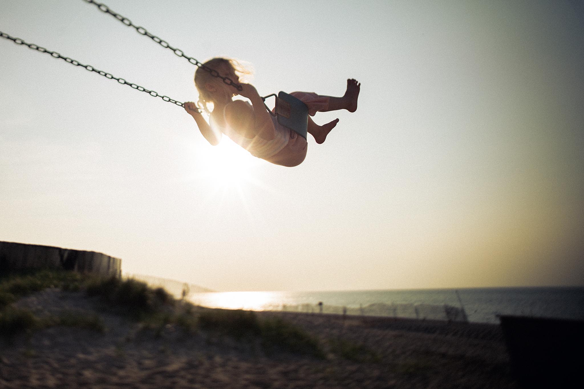 Hello-olivia-photography-long-island-family-children-childrens-lifestyle-photographer-freelens-freelensed-beach-swing