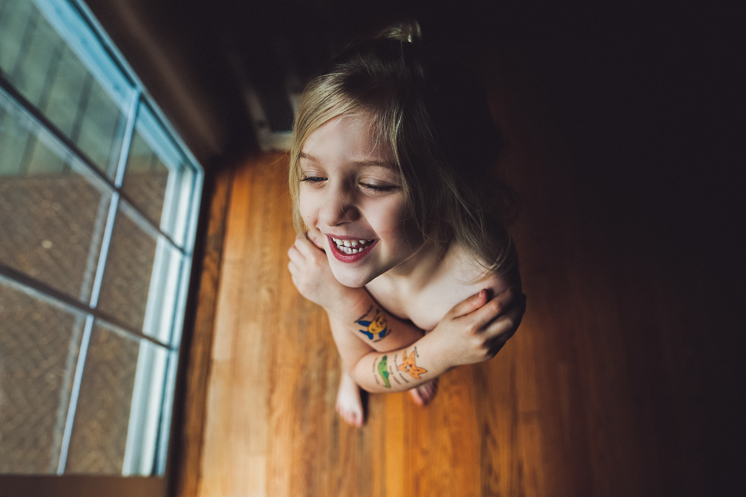 hello-olivia-photography-Long-island-family-photographer-children-window-light