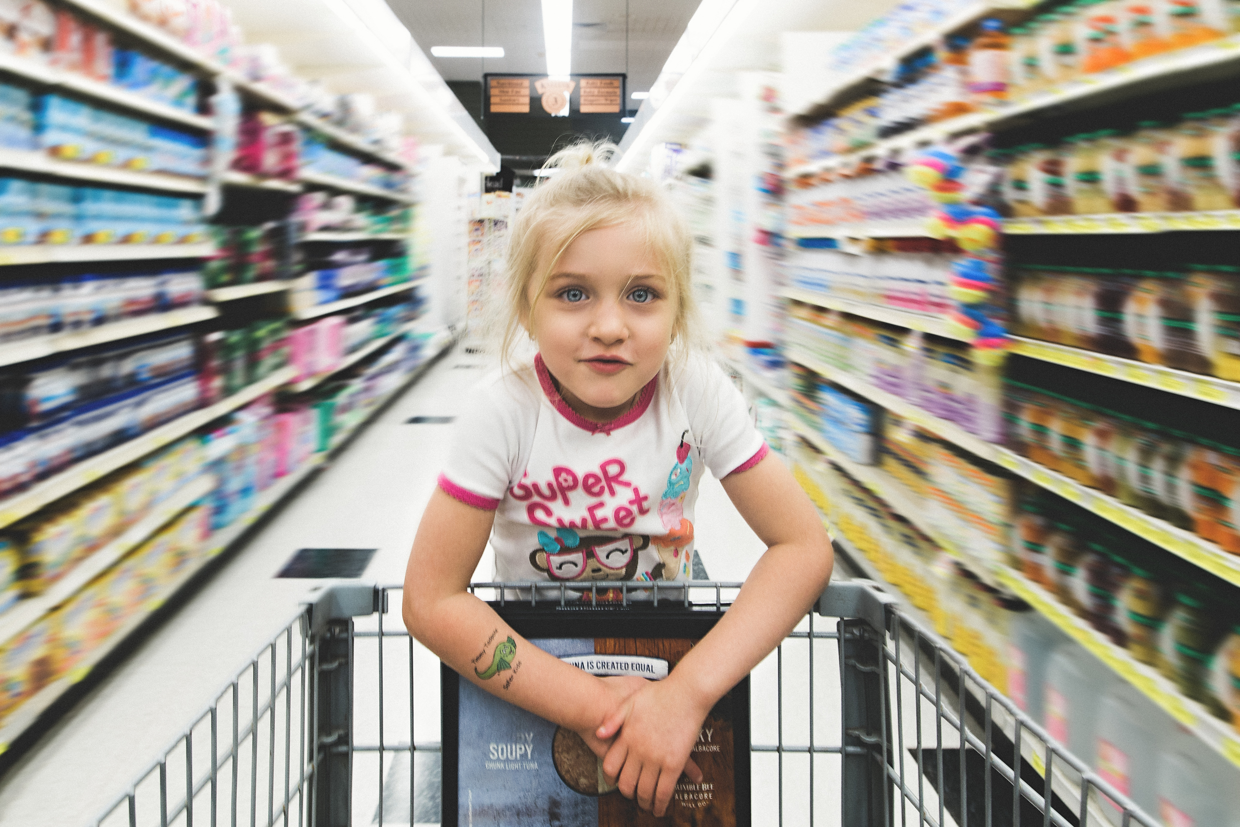hello-olivia-photography-Long-island-family-photographer-children-panning-at-the-supermarket