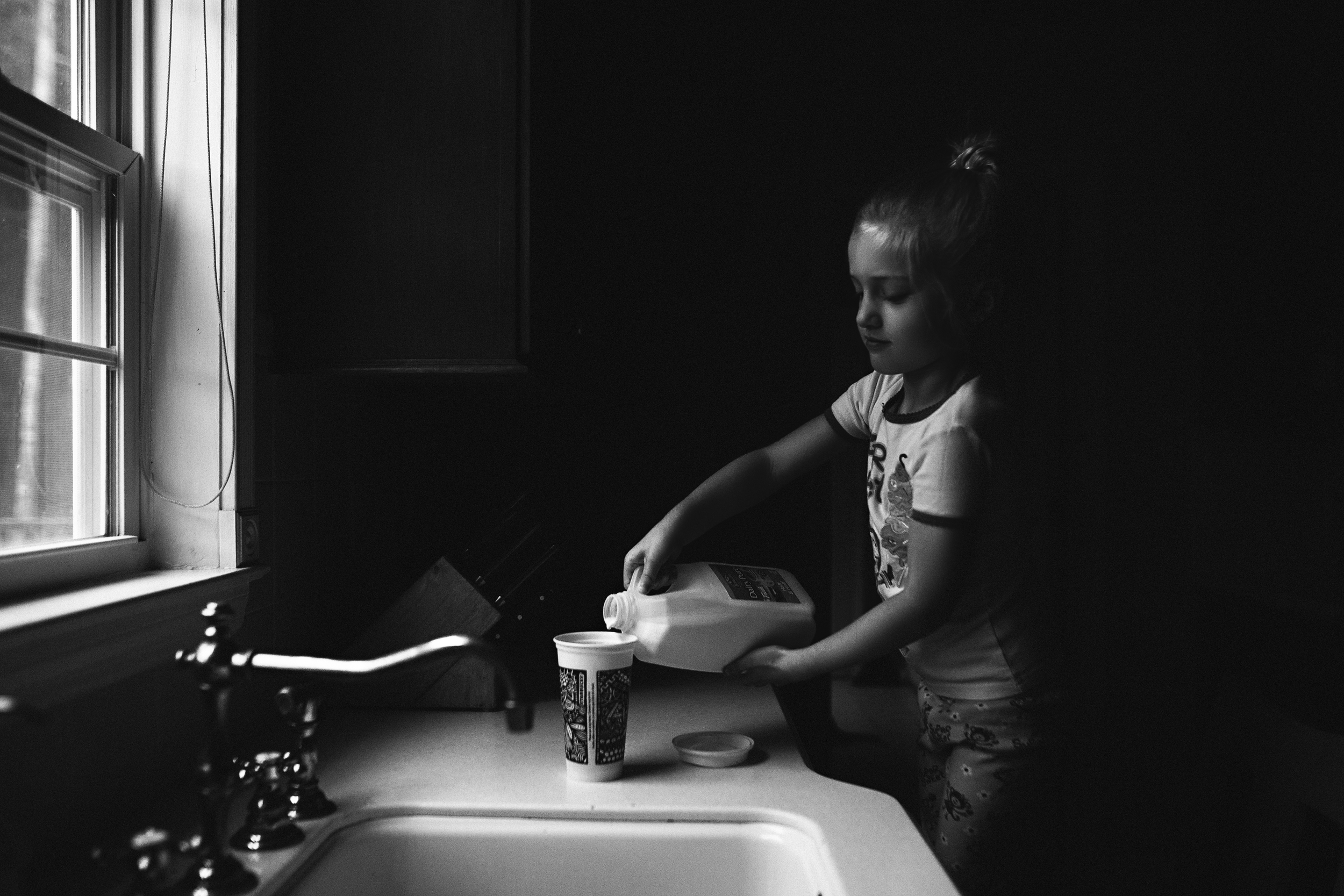 hello-olivia-photography-Long-island-family-photographer-children-making-coffee