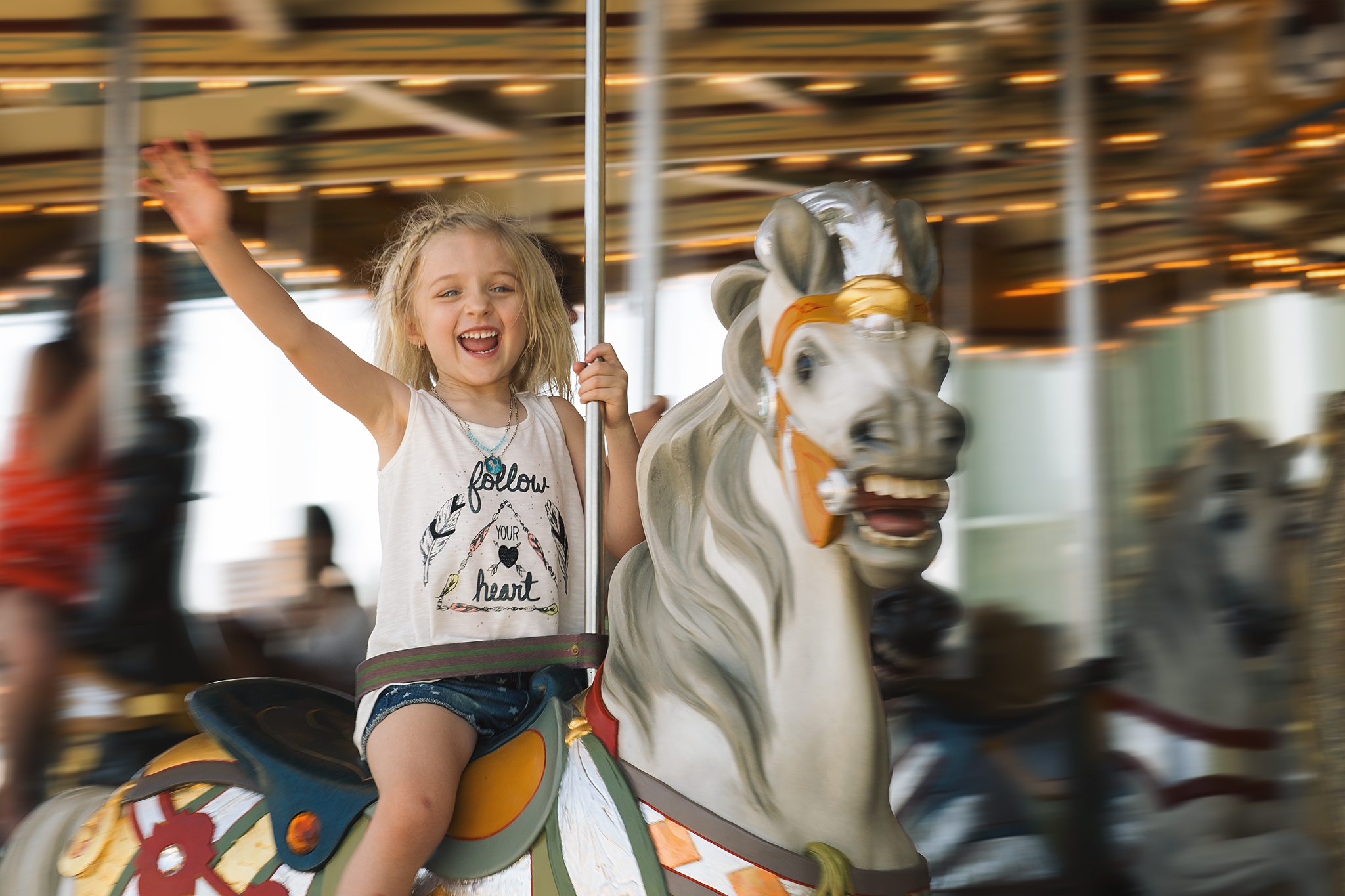 hello-olivia-photography-long-island-family-child-kids-lifestyle-portrait-photographer-yo-dumbo-red-hook-brooklyn-panning-janes-carousel