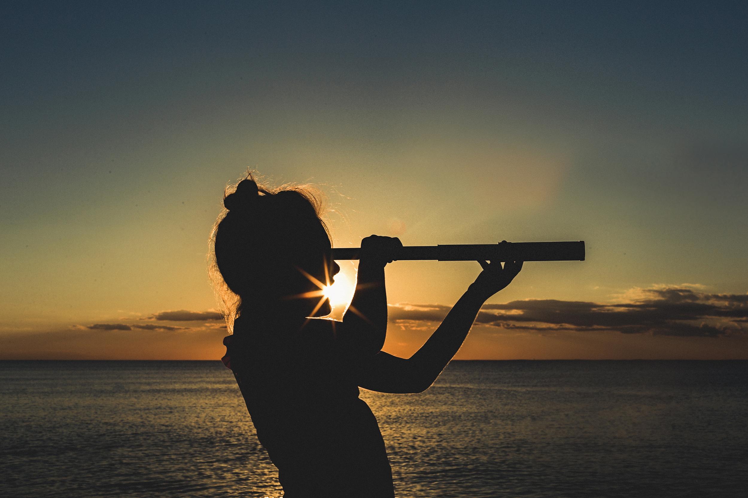 Hello-olivia-photography-long-island-photographer-family-kids-freelensing-beach-spyglass-silhouette