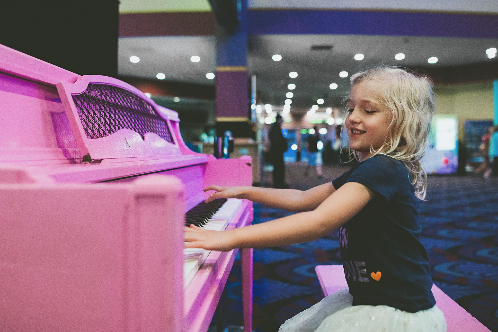 Hello-olivia-photography-long-lsland-family-children-documentary-photographer-childrens-at-island-16-pink-piano.jpg