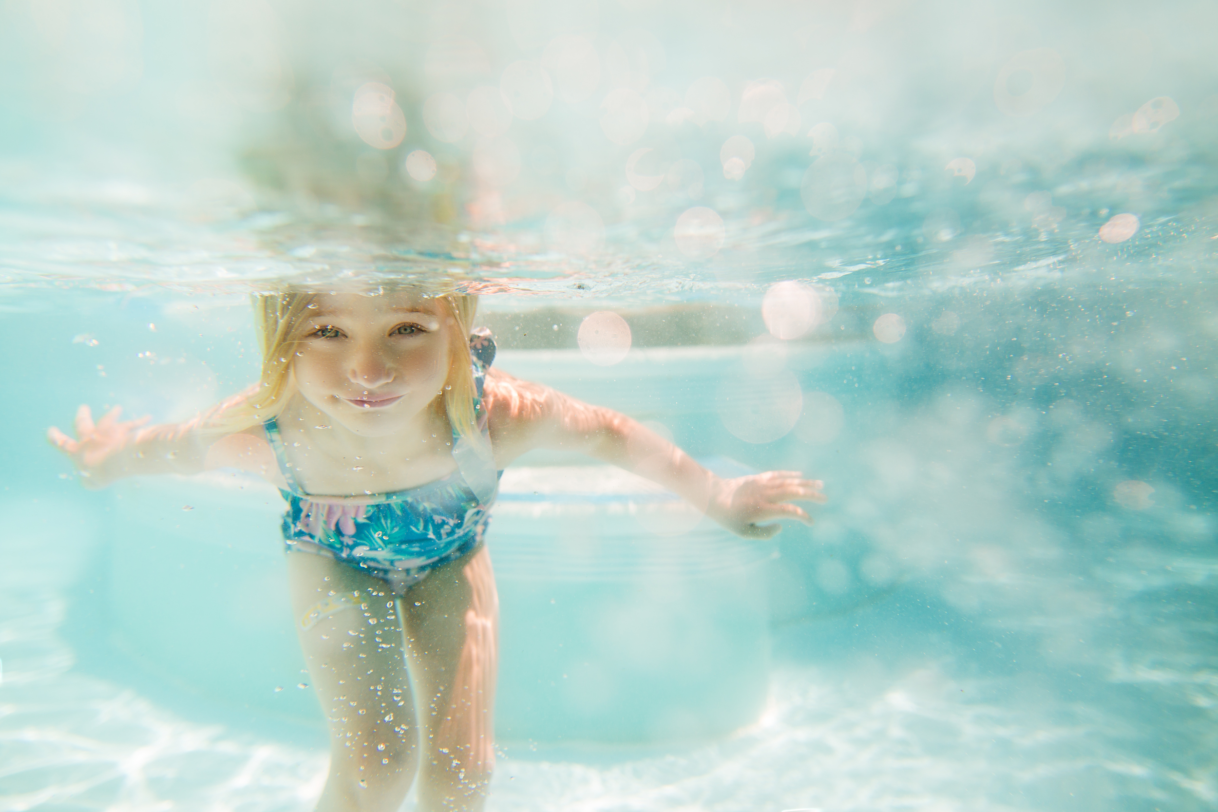 Hello-olivia-photography-long-lsland-family-children-documentary-photographer-childrens-splish-splash-under-water.jpg