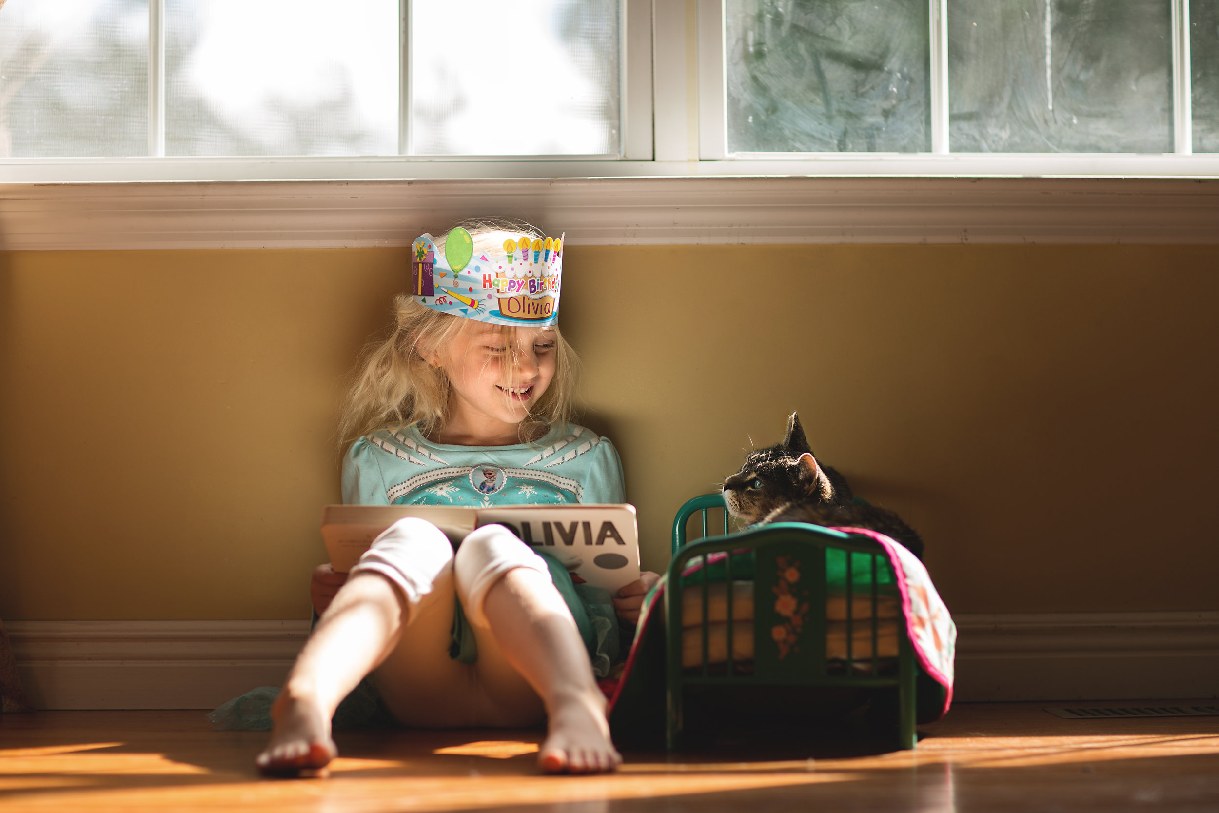 Hello-olivia-photography-Long-island-photography-children-session-family-lifestyle-reading-to-beast.jpg