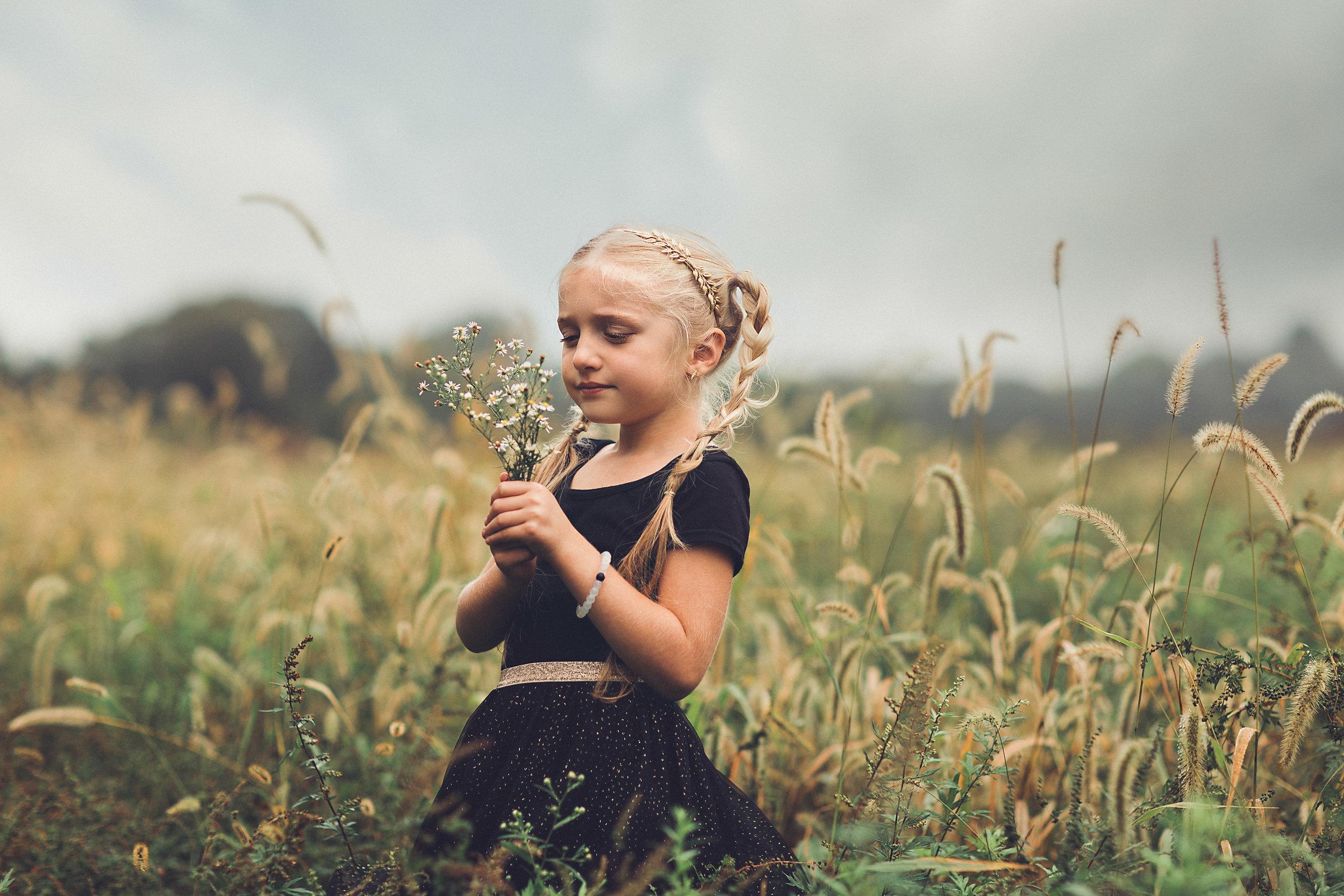 hello-olivia-photography-long-island-photographer-offset-artist-portrait-child-field-middle-island.jpg