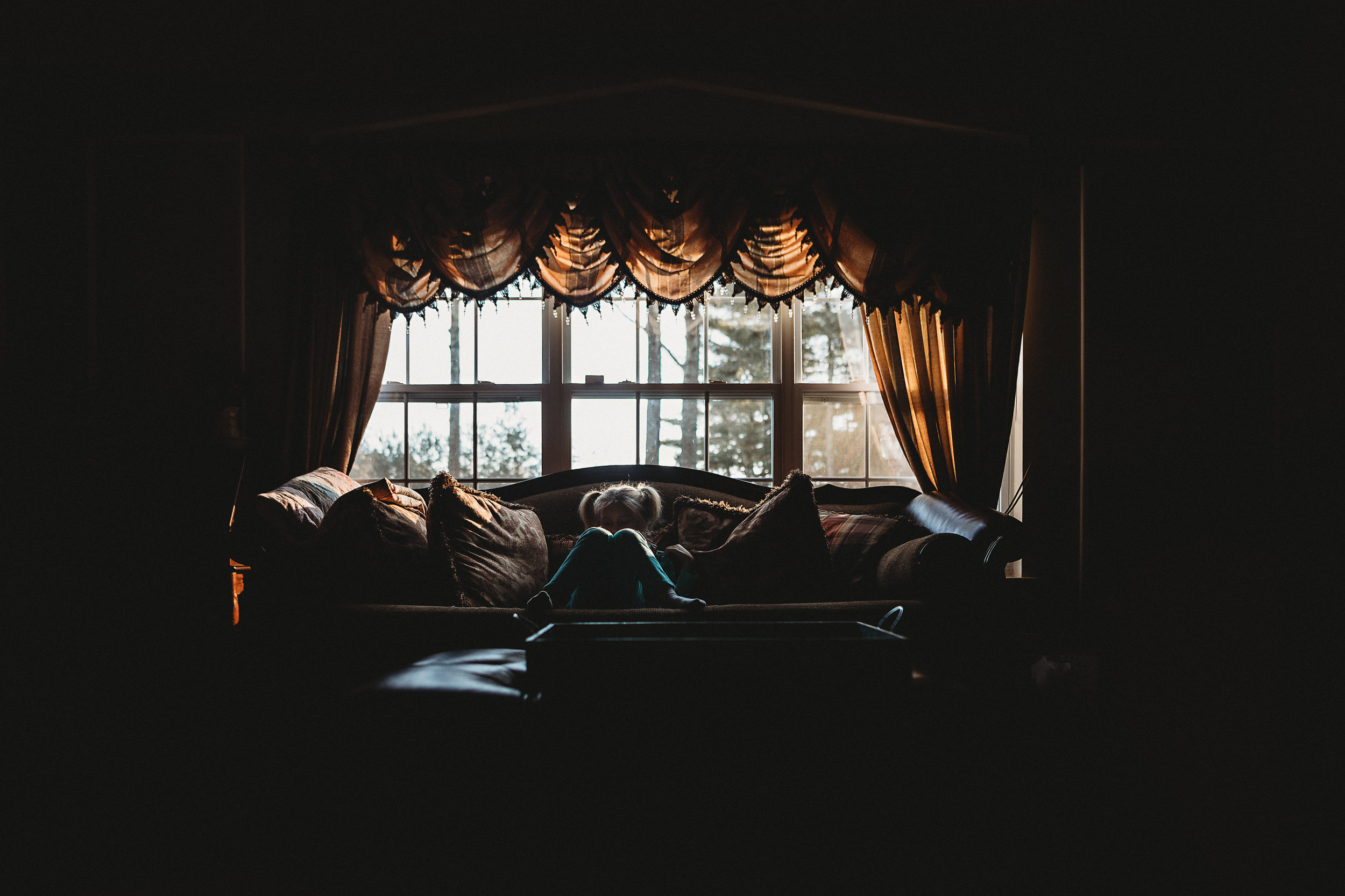 hello-olivia-photography-couch-light-long-island-photographer.