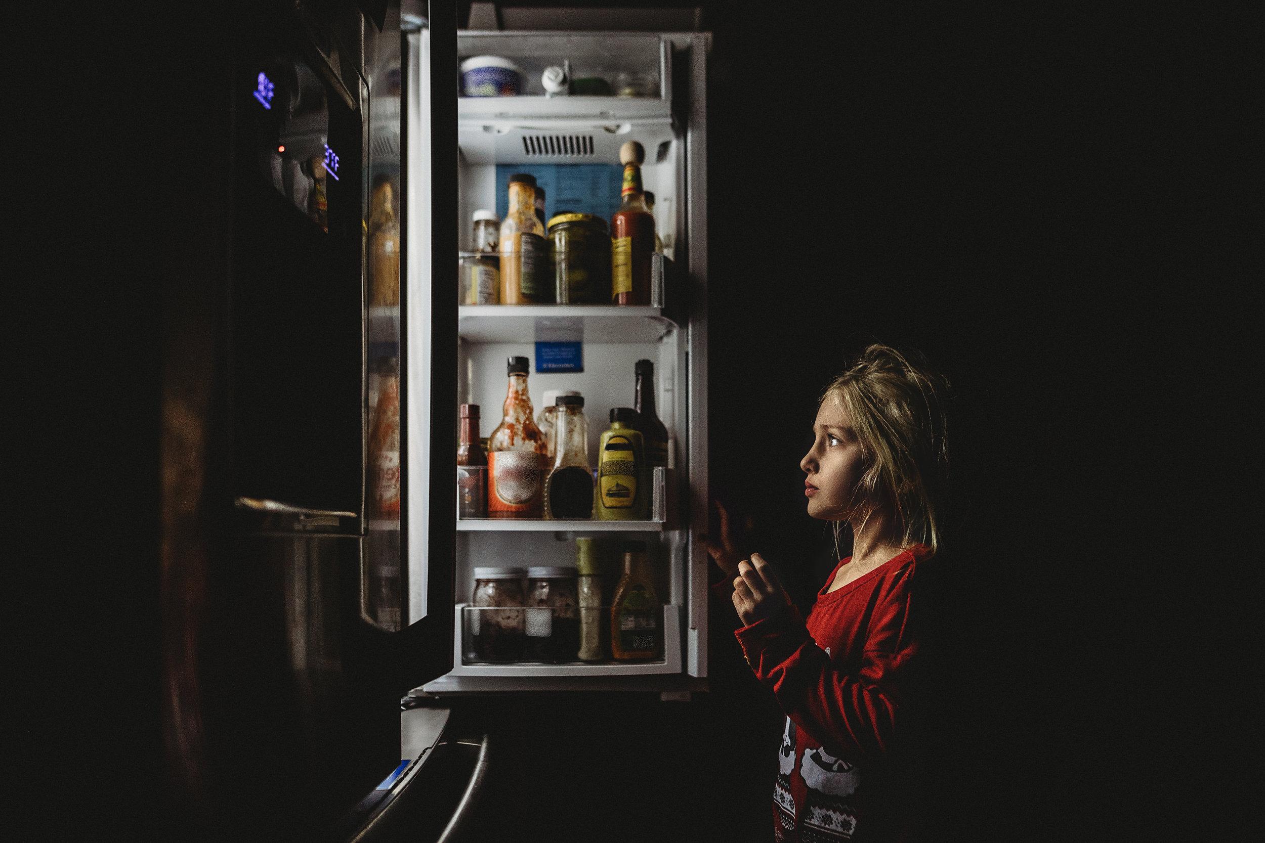 hello-olivia-photography-long-island-photographer-lifestyle-suffolk-child-girl-refridgerator-food.jpg
