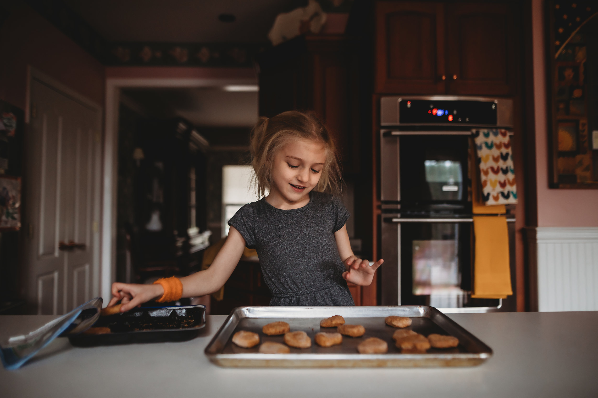 hello-olivia-photography-long-island-photographer-lifestyle-suffolk-eating-child-cooking-kitchen.jpg