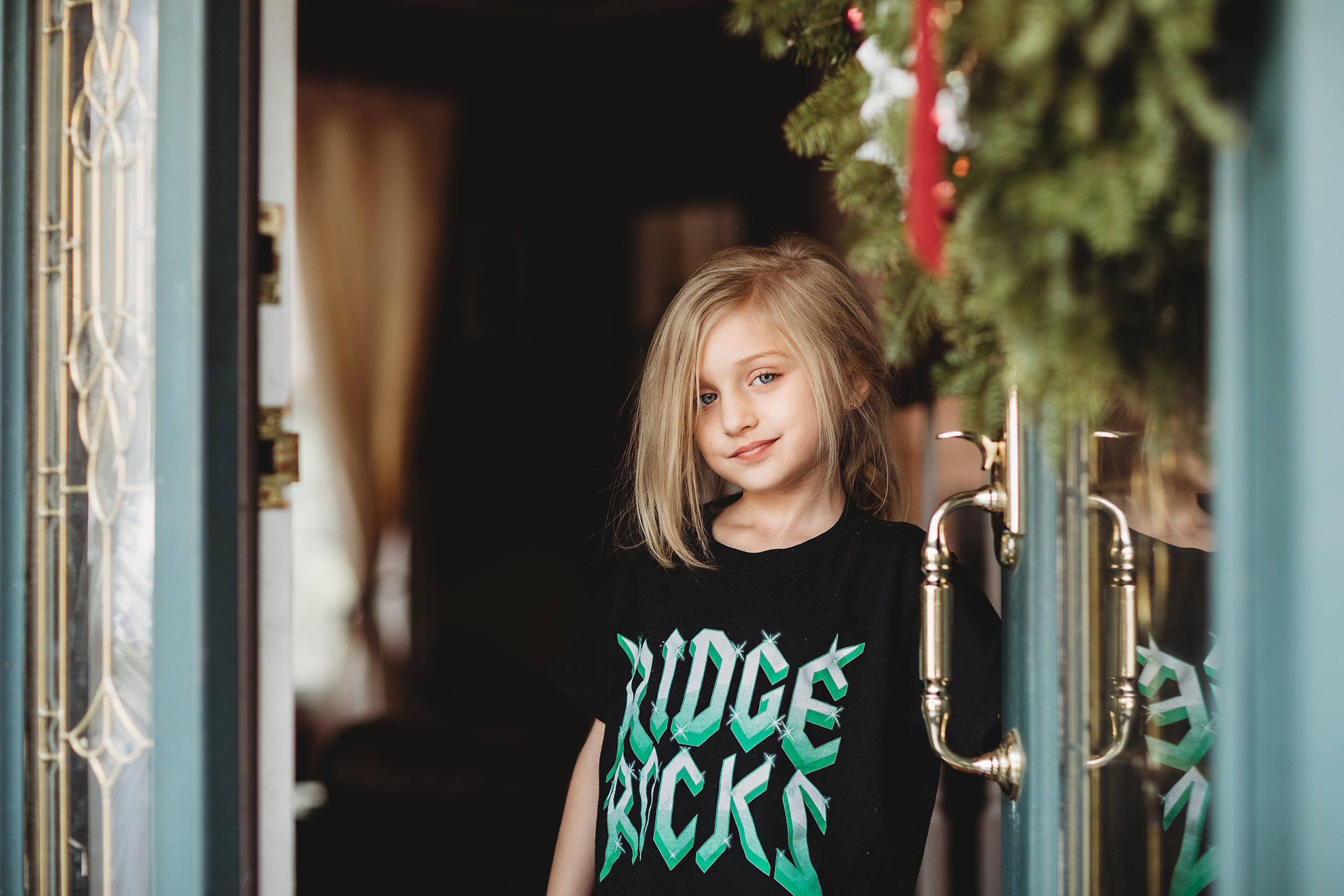 hello-olivia-photography-long-island-photographer-lifestyle-suffolk-ridge-rocks-front-door-open.jpg