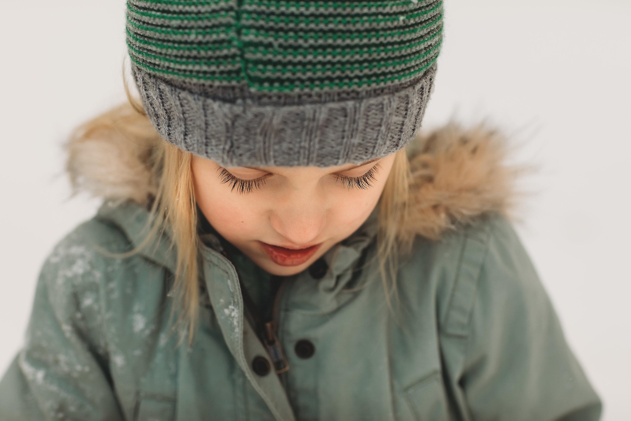 hello-olivia-photography-long-island-photographer-lifestyle-suffolk-snow-eye-lashes-girl.jpg