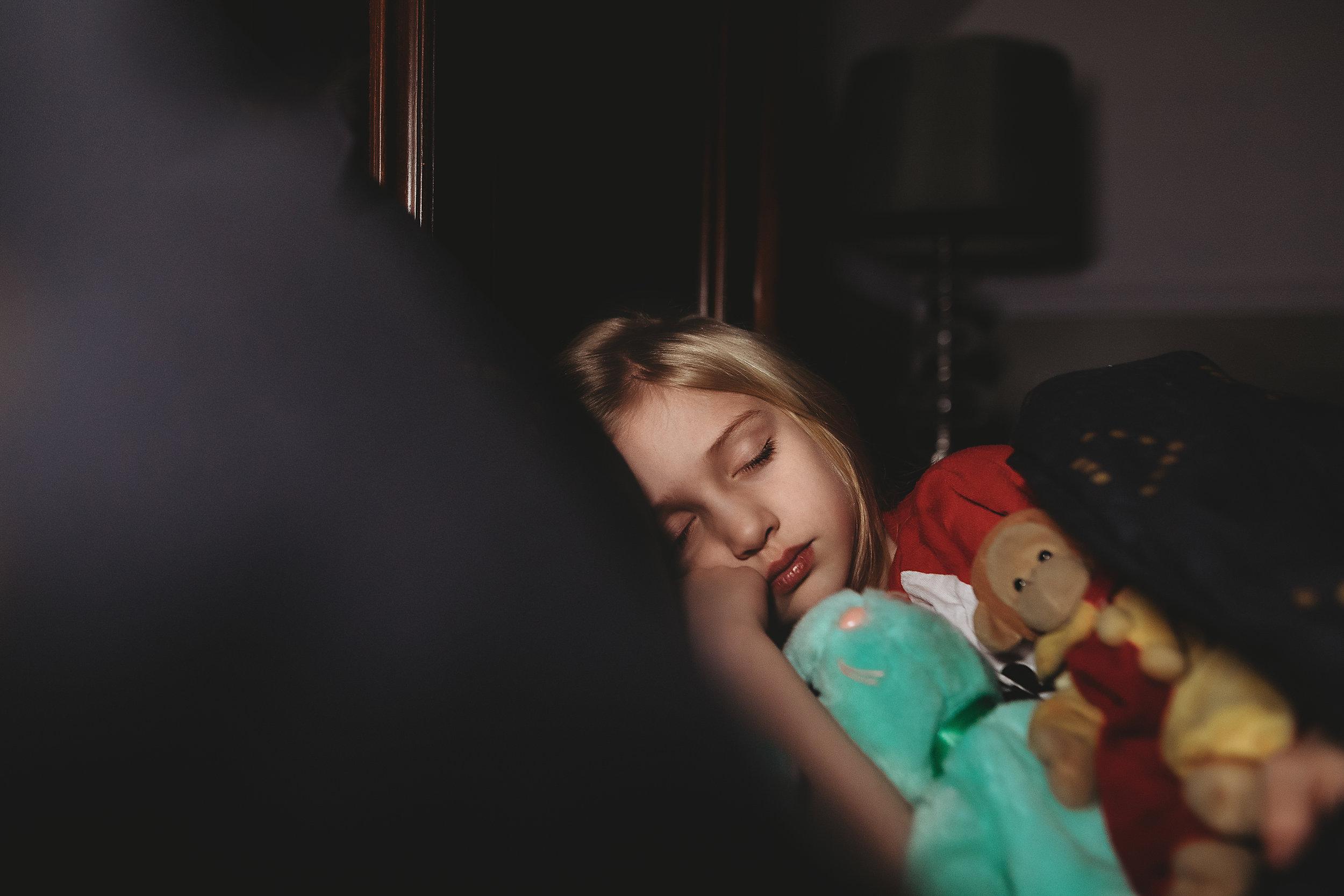 hello-olivia-photography-long-island-photographer-lifestyle-child-asleep-stuffed-animals.jpg