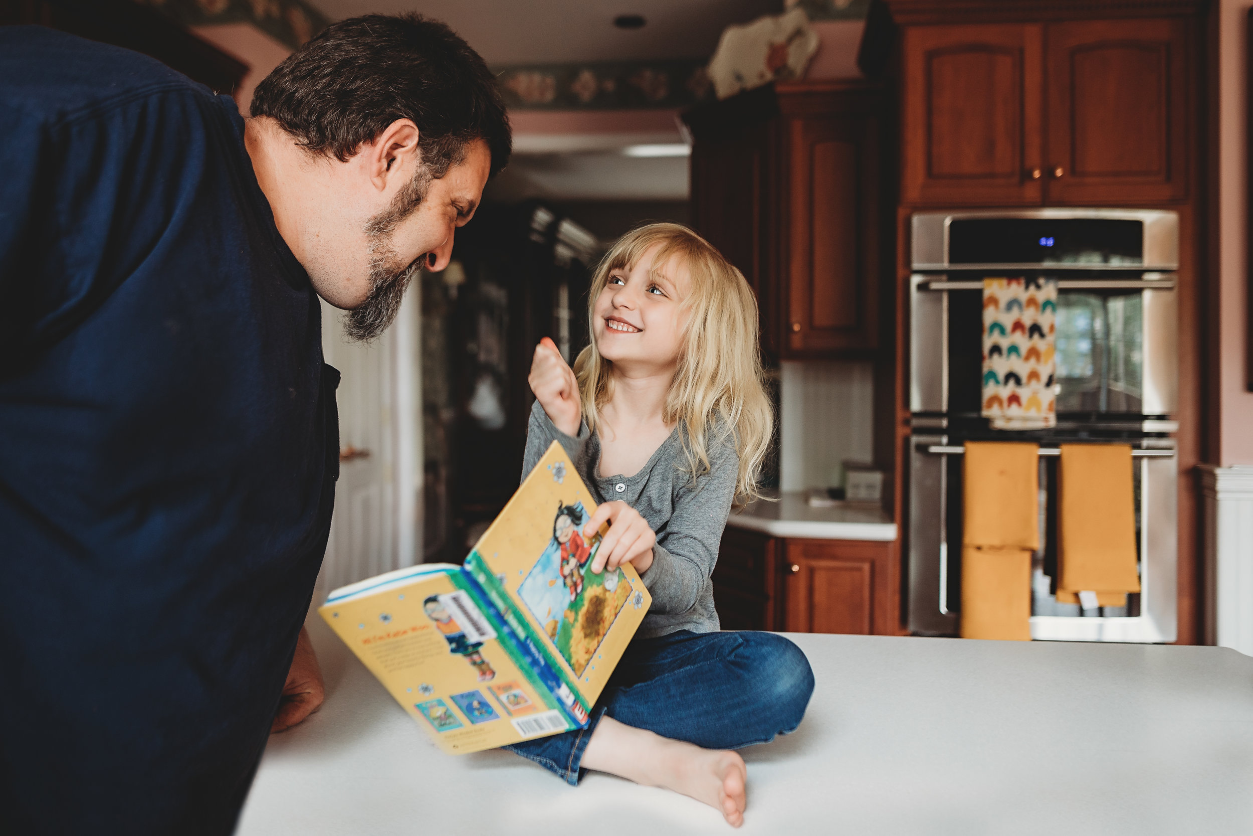 Hello-olivia-photography-long-island-photographer-children-lifestyle-dad-book-kitchen