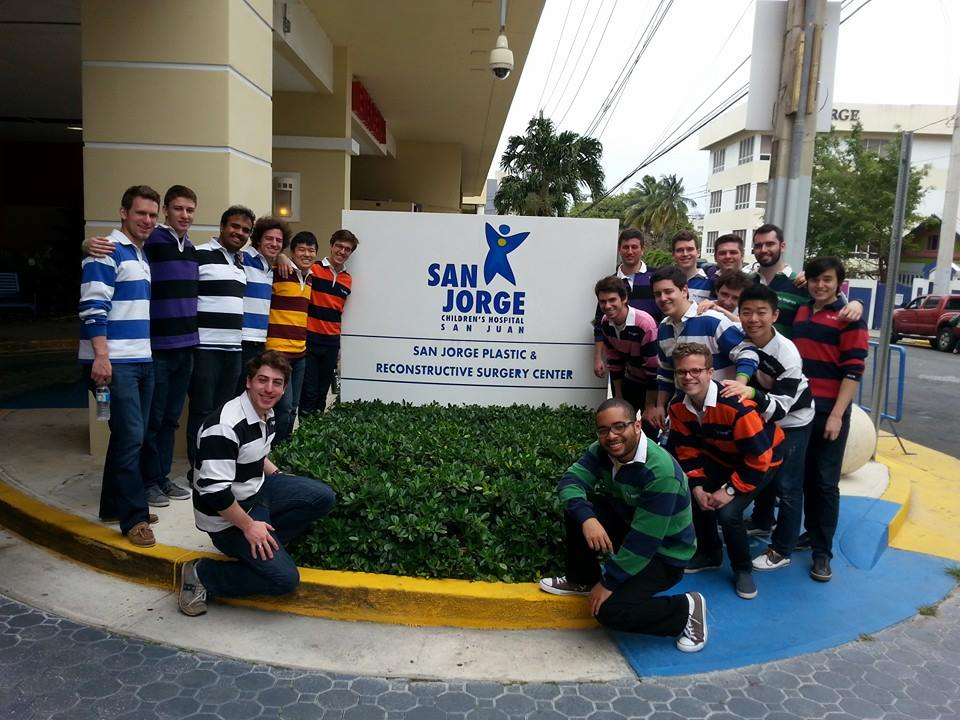 Group shot at San Jorge Children's Hospital (Puerto Rico, 2015)