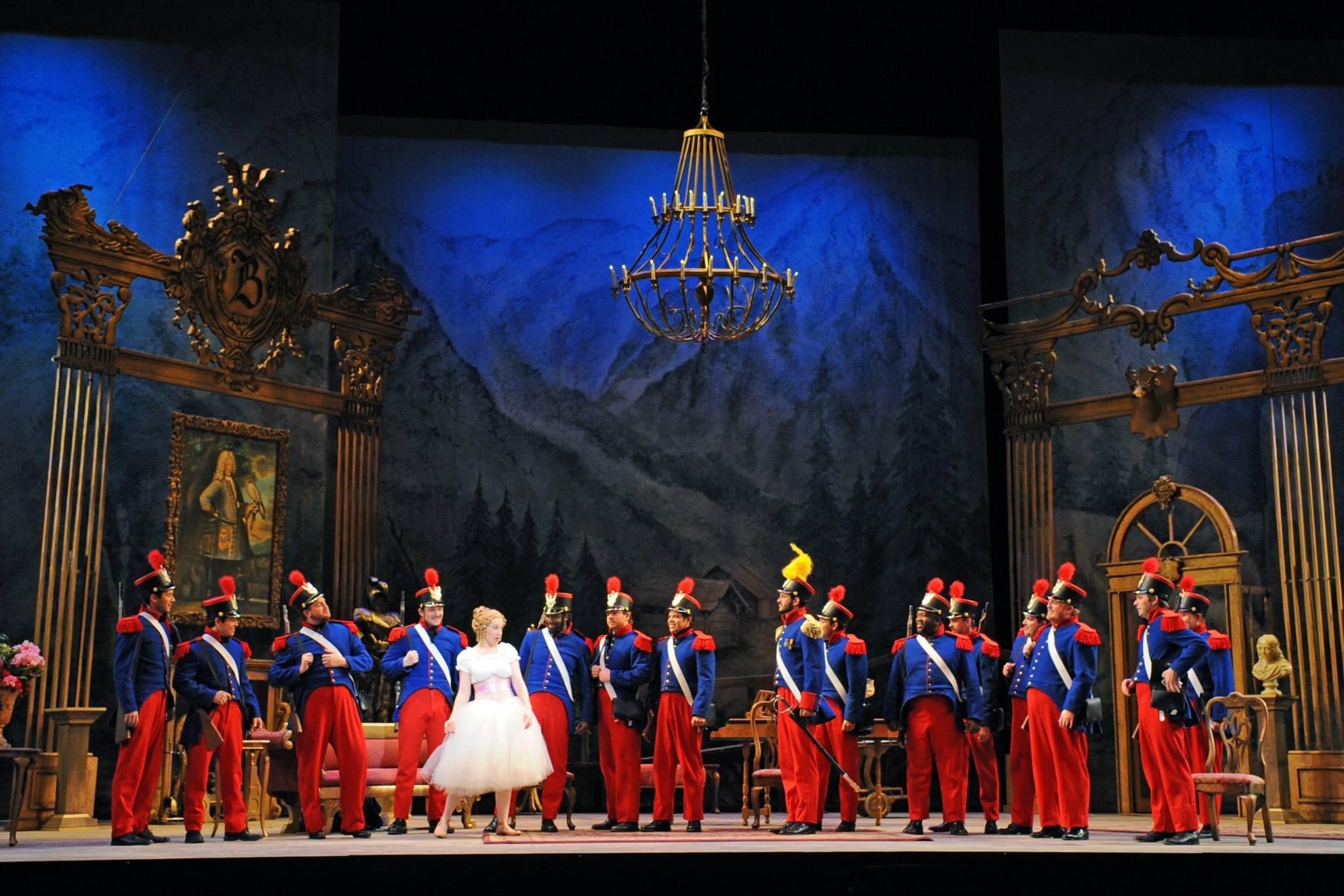 La Fille du régiment  / Arizona Opera Photo: Tim Trumble