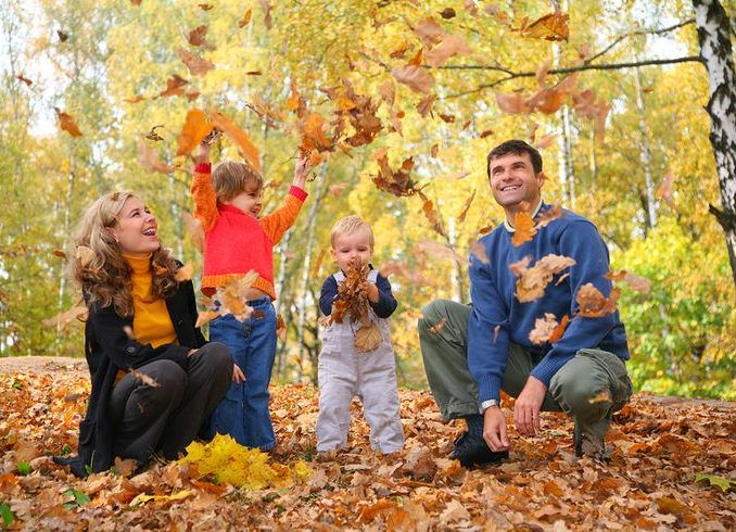 20-best-fall-family-photo-ideas-images-on-pinterest-shots-ideas-fall-family-picture-ideas-home-pictures-678x490.jpg