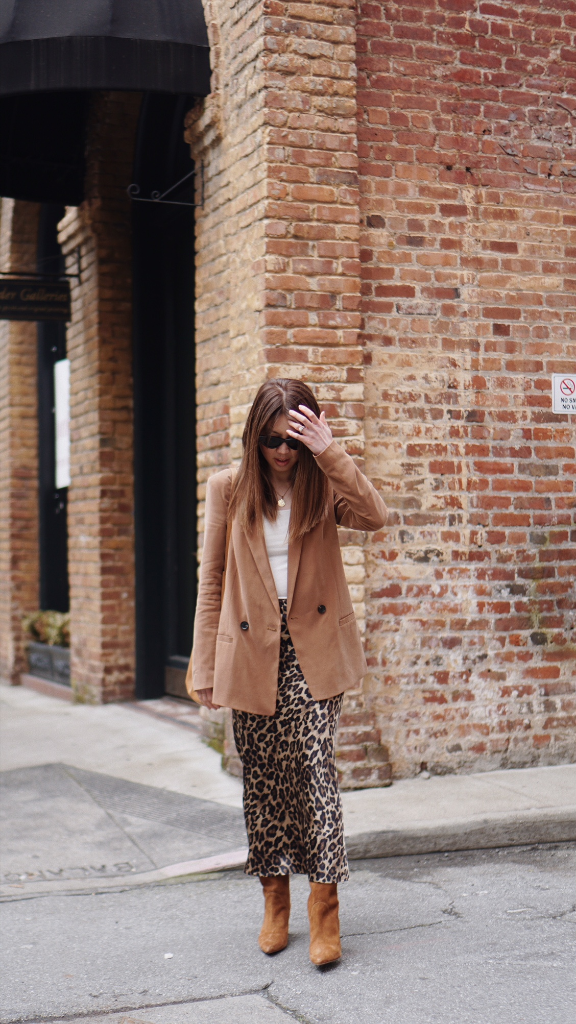 chic-leopard-skirt-outfit.JPG