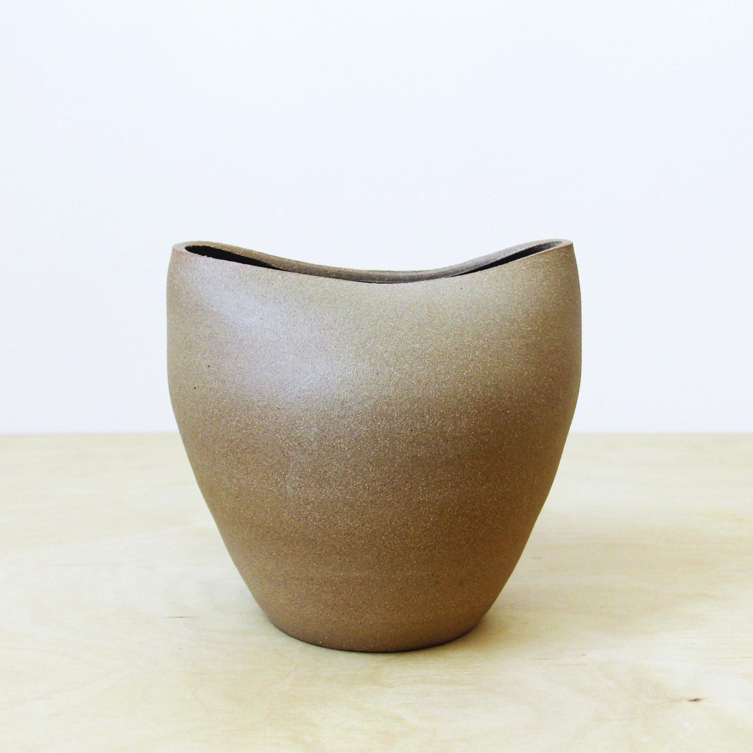 brown_vase.jpg