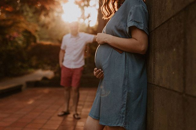 Night night Instagram! I leave you with the sweetest growing family in perfect light! ✨ . . . . . . . . . . . . #oregonmaternity #maternity #oregonmaternityphotographer #portlandmaternity #portlandmaternityphotographer #thebump #motherhood #motherhoodunplugged #mothertobe #maternityinspo #oregonfamilyphotographer #portlandfamilyphotographer #portlandnewbornphotographer #oregonnewbornphotographer