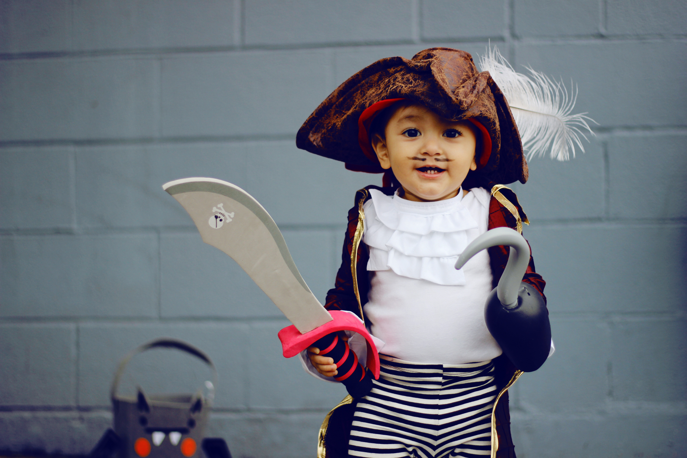 DIY Projects - KID COSTUMES: CAPTAIN HOOK + CAPTAIN JAKE - All Kids Are Gifted