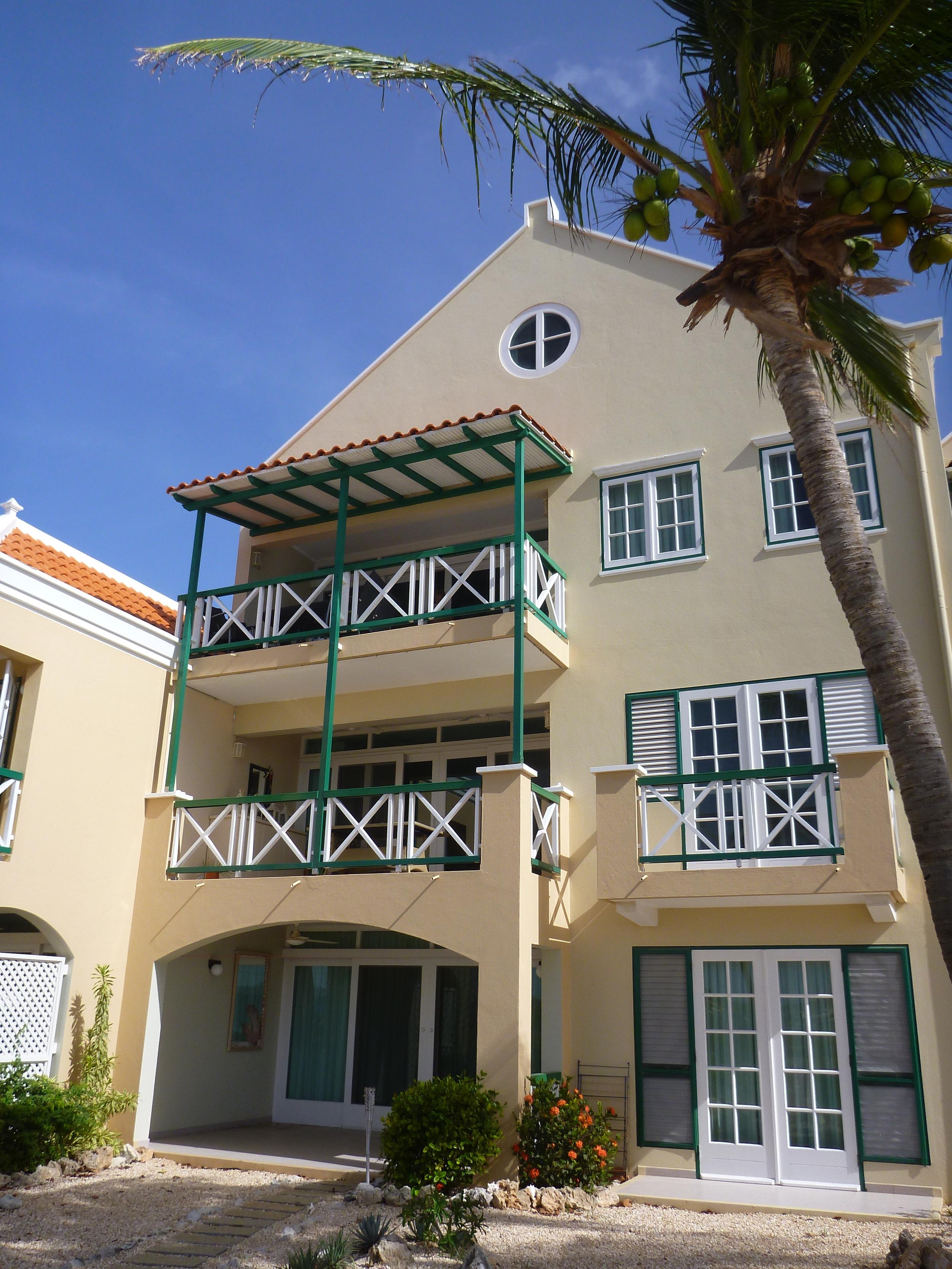 Port Bonaire 2.JPG