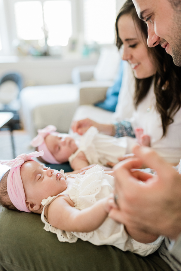 twin newborn photography- photo by breanna kuhlmann-2.jpg
