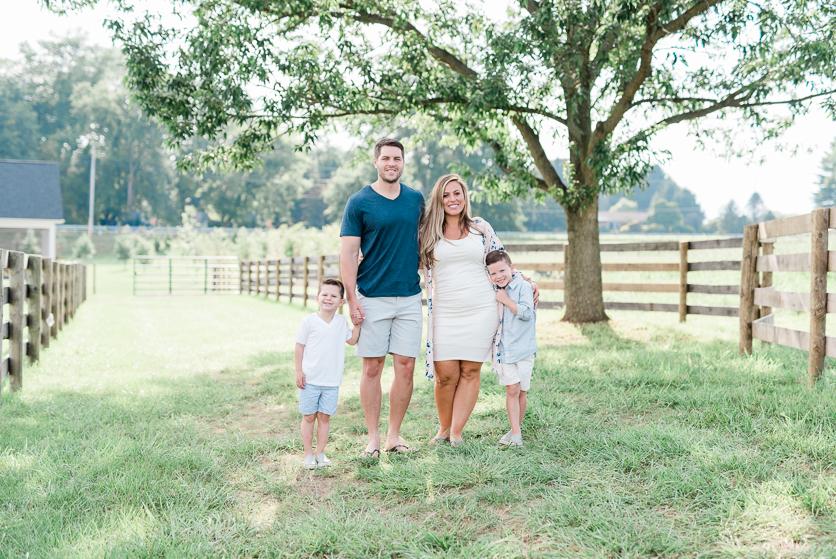 family pictures spring - photos by Breanna Kuhlmann -1.jpg