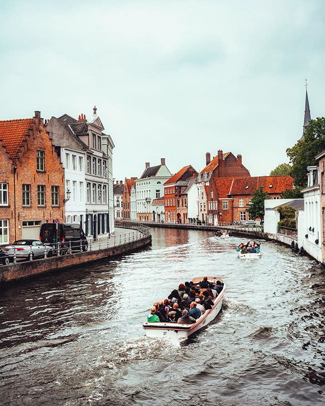 Bruges is a such a cute little city. You can see majority of it with just a 30 minute boat ride 🚣🏻♂️ . . . . #artofvisuals #createcommune #agameoftones #heatercentral #beautifuldestinations #theimaged #ig_color #way2ill #royalsnappingartists #creativetones #moody_captures #passionpassport #tonekillers #girlscreating #paris #busabout  #sonyalpha #bruges #brugesbelgium #visitbruges #belgium #belgiumwaffles #belgiumbeers #bruges🇧🇪 #brugescity #europe #eurotrip #europetravel #topeuropephotos