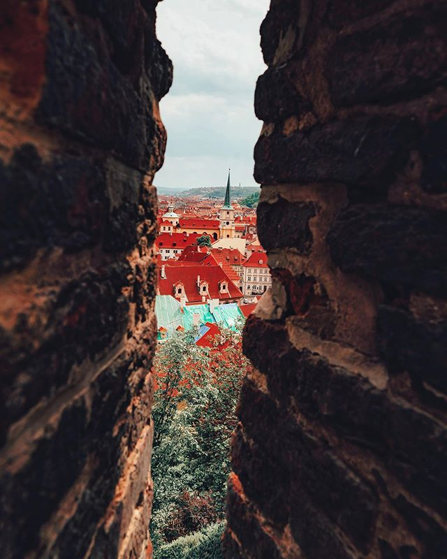 Peek-a-boo!  I'm finally gonna be sharing lots of photos of beautiful Prague, one of my favorite European cities! 🇨🇿 . . . #artofvisuals #createcommune #agameoftones #heatercentral #beautifuldestinations #theimaged #ig_color #way2ill #royalsnappingartists #creativetones #moody_captures #passionpassport #tonekillers #girlscreating  #busabout  #sonyalpha #europe #eurotrip #europetravel #wayfarecollective #topeuropephotos #traveler #digitalnomad #travelphotograph #prague #praguecastle #czechrepublic #praha #praha🇨🇿