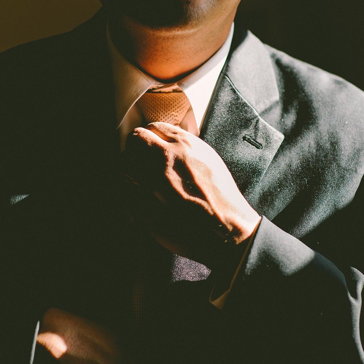 Ondernemingsrecht - Het kantoor is gespecialiseerdin ondernemingsgerelateerde materies, van eenvoudige factuurinvorderingen tot faillissementen.