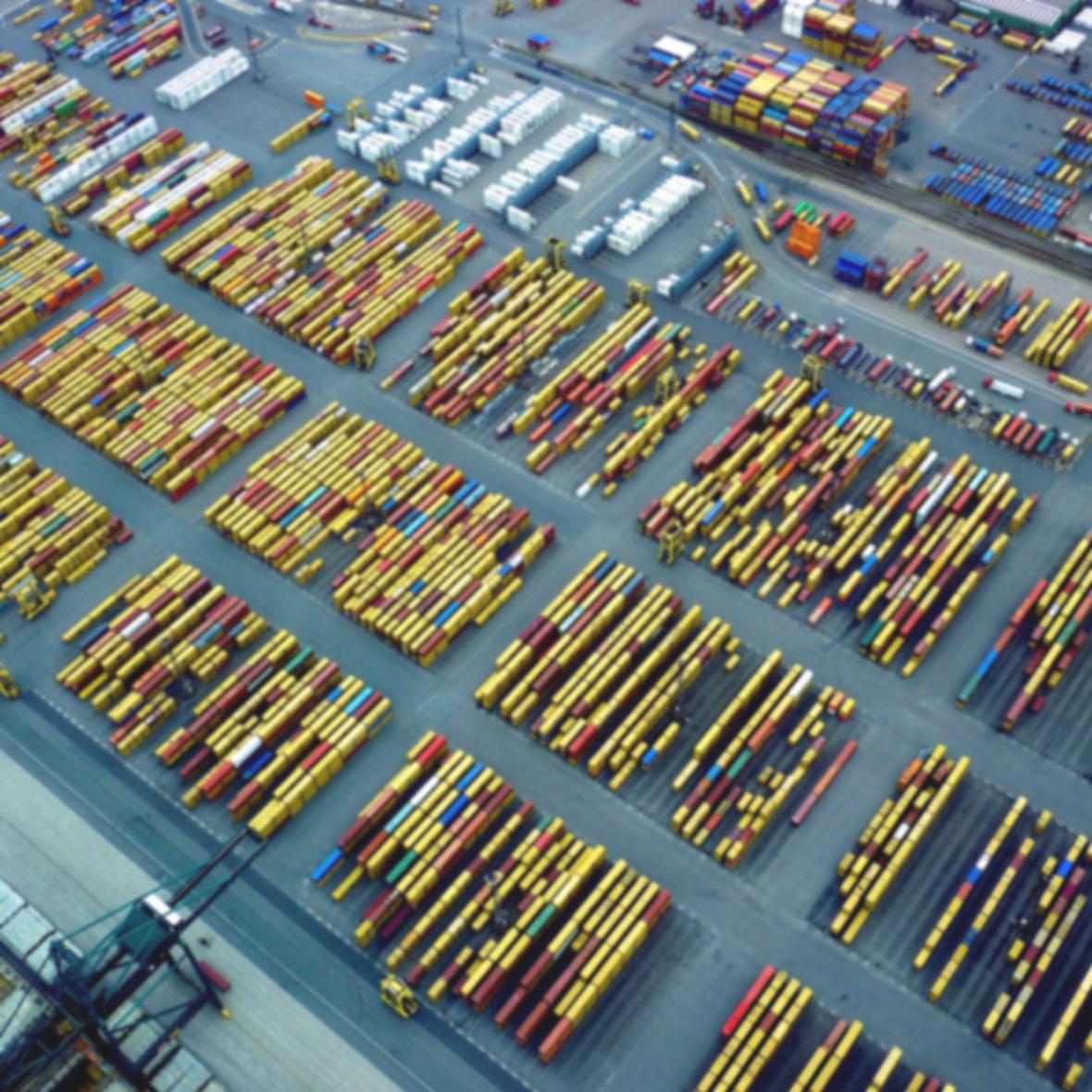 Transport & logistiek - Wij hebben een jarenlange ervaring met nagenoeg alle juridische facetten van het transport- en logistieke gebeuren, die wij graag met u delen.