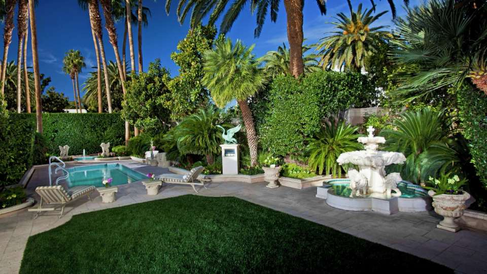 mirage-villas-backyard-landscaping-exterior-night.tif.image.960.540.high.jpg