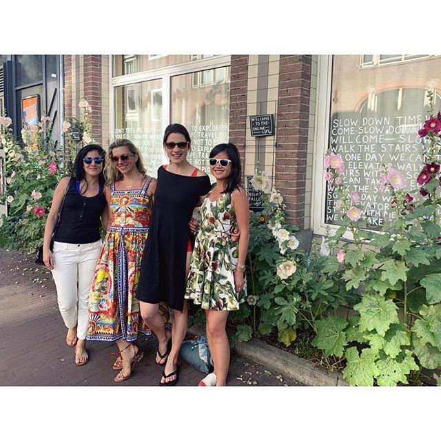 Book club does Amsterdam 🖤 @meinberber @christinavmakris @la_fee_culturelle. . . . . . . #bookclub #seventhedition #marciatucker #amsterdam #artbookclub #artbooks #bookinspirations #newmuseum #contemporaryart #contemporaryartbooks #artgang #artdestinations #fromlondontoamsterdam