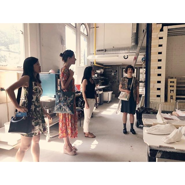 Finally visiting the Rijksakademie with artist in residence @purplewildlife 🖤 Here on tour of the impressive workshop spaces the artists have access to. . . . . . . . #rijksakademie #mollypalmer #mollypalmerartist #artistresidency #artistinresidence #ceramics #ceramicsworkshop #contemporaryartist #royalacademyofarts #videoart #performanceart #amsterdam #artdestinations #inspiration