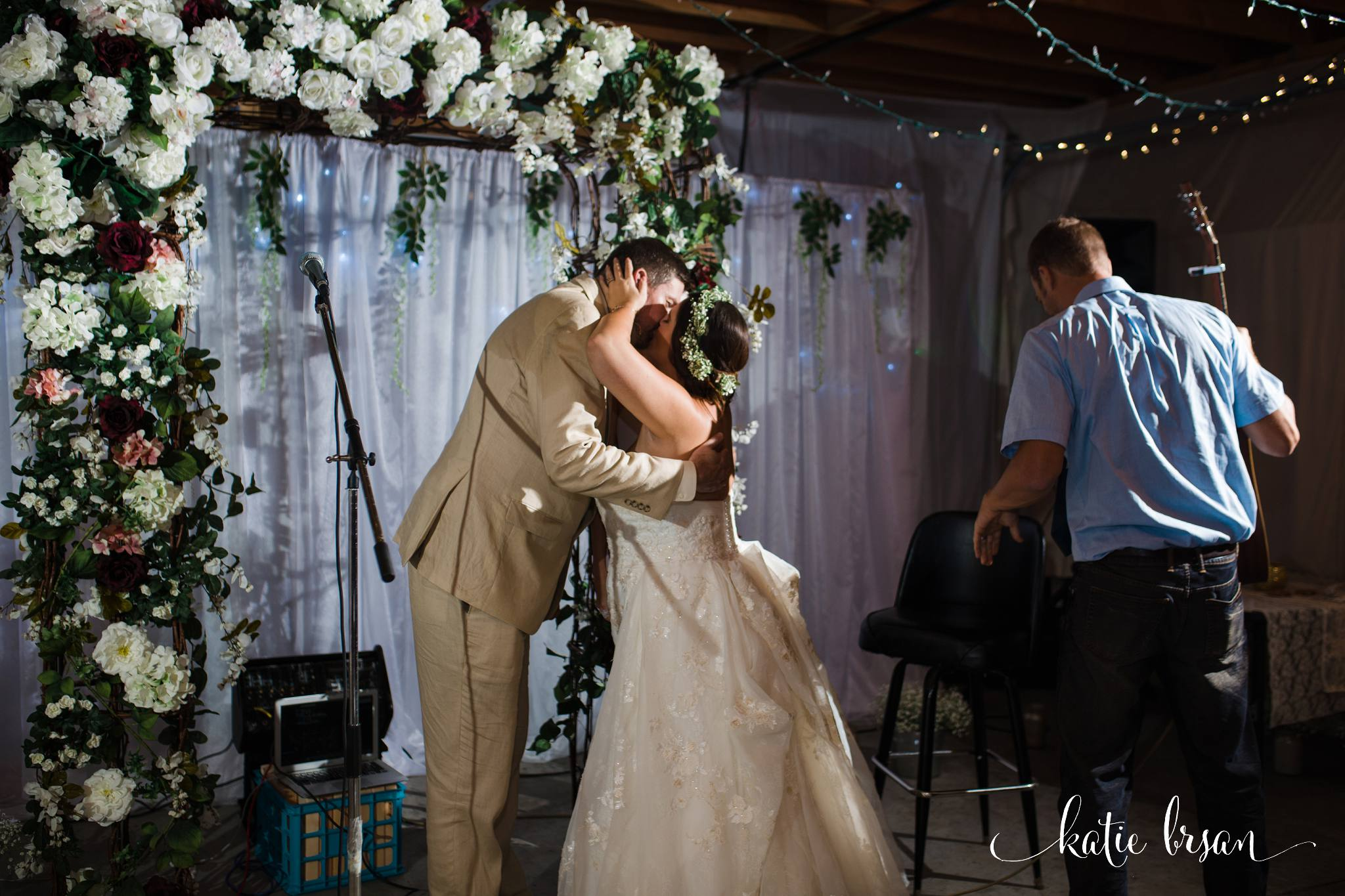 DownersGrove_BackyardWedding_GilbertsPark_1056.jpg