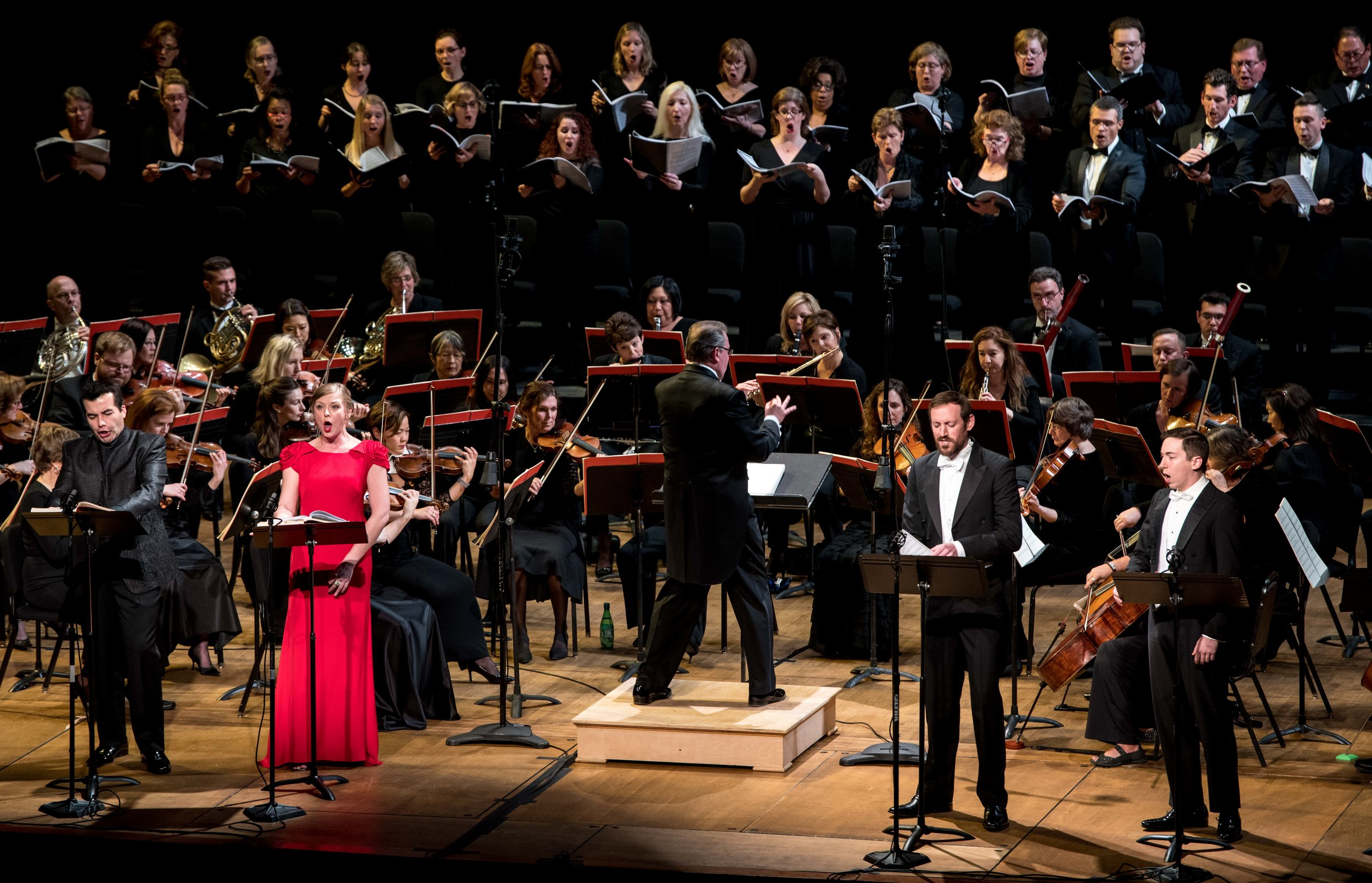 Javier Arrey as Valdeburgo, Corrie Stallings as Isoletta, Matthew Scollin as Montolino, Jonas Hacker as Osburgo, Conductor Antony Walker, and the WCO Orchestra and Chorus. Photo by Don Lassell; courtesy of Washington Concert Opera.