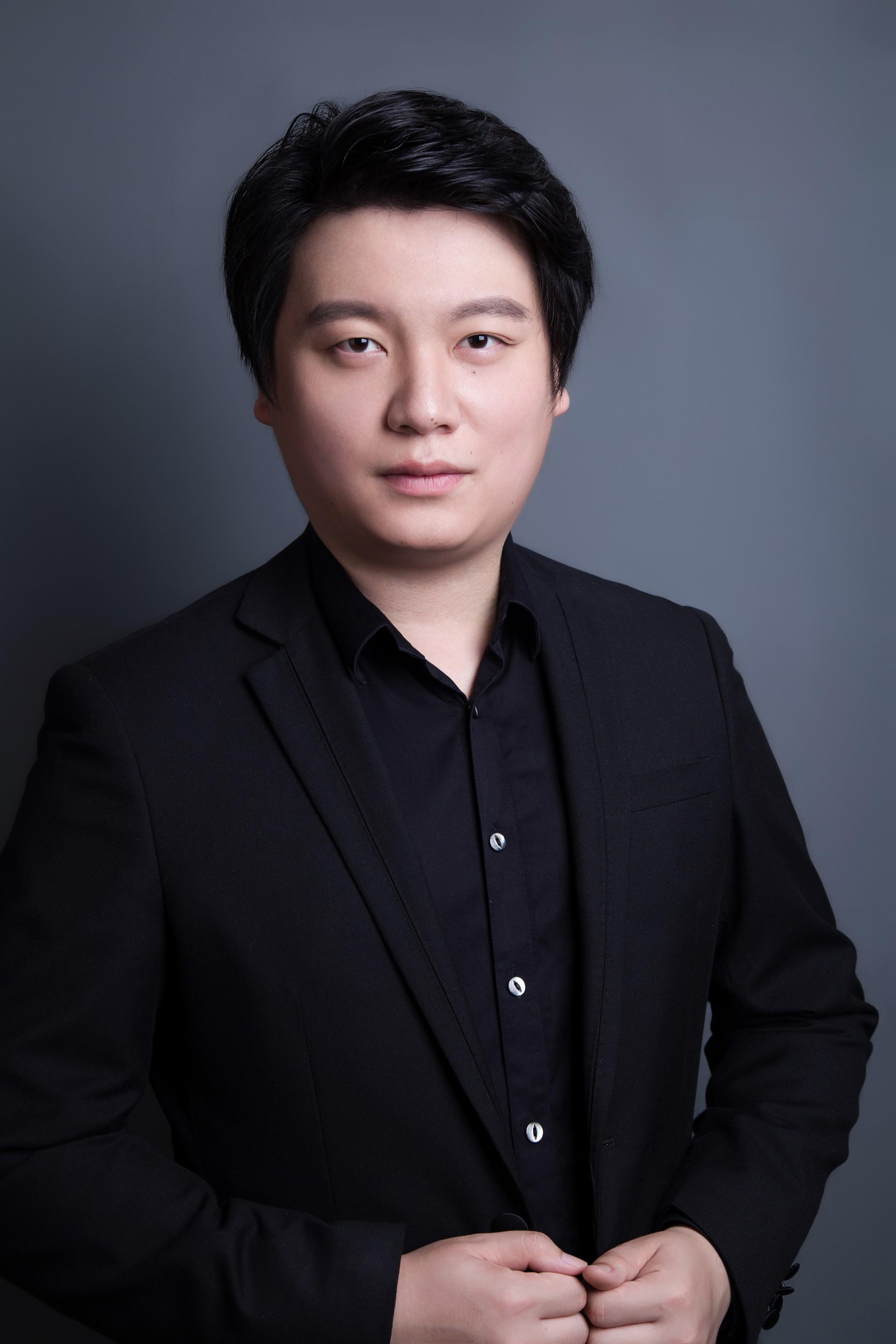 Yongxi_Chen_-_Headshot (2).jpg