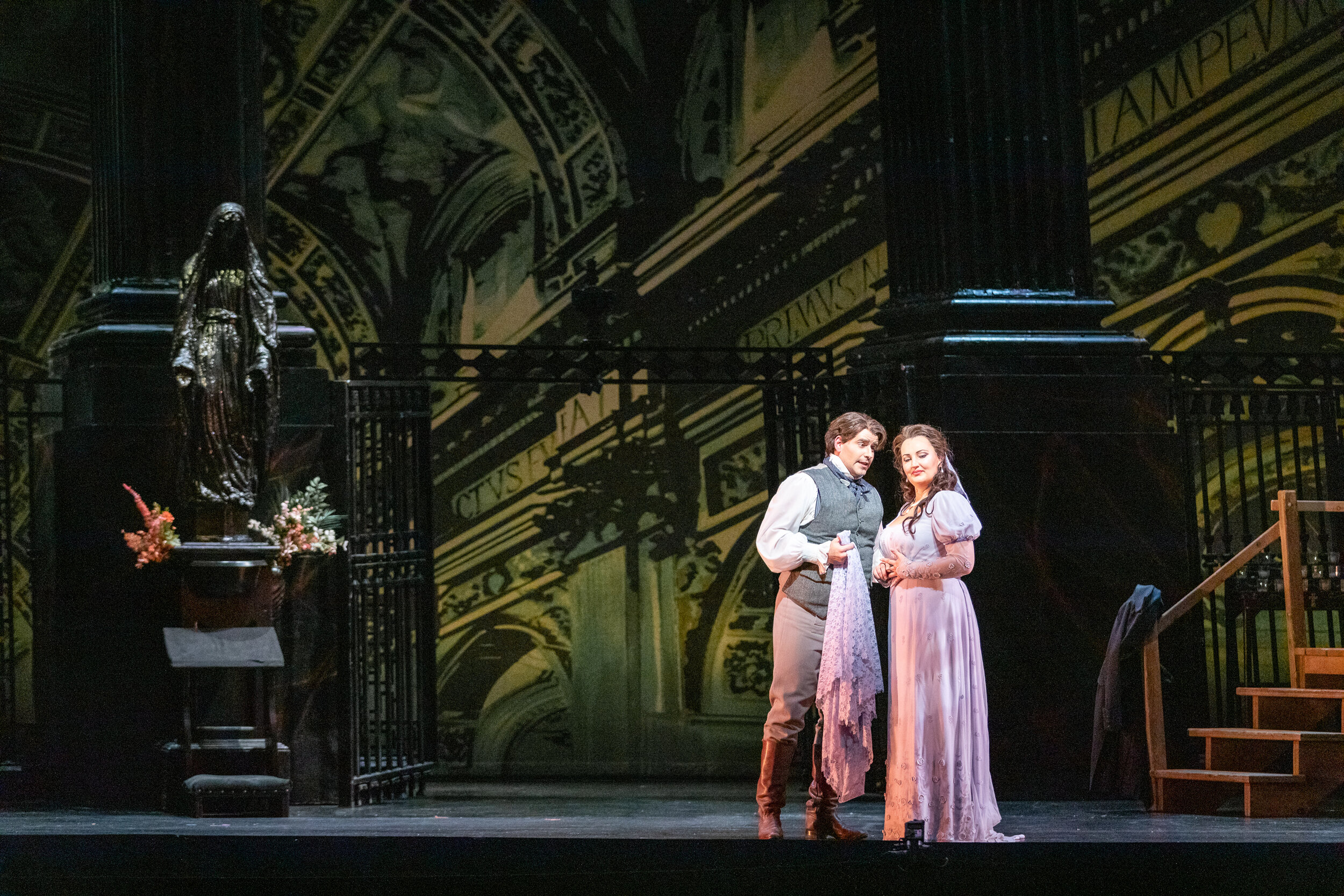Matthew Vickers as Mario Cavaradossi and Ewa Płonka as Floria Tosca. Photo by Ben Schill Photography; courtesy of Virginia Opera.