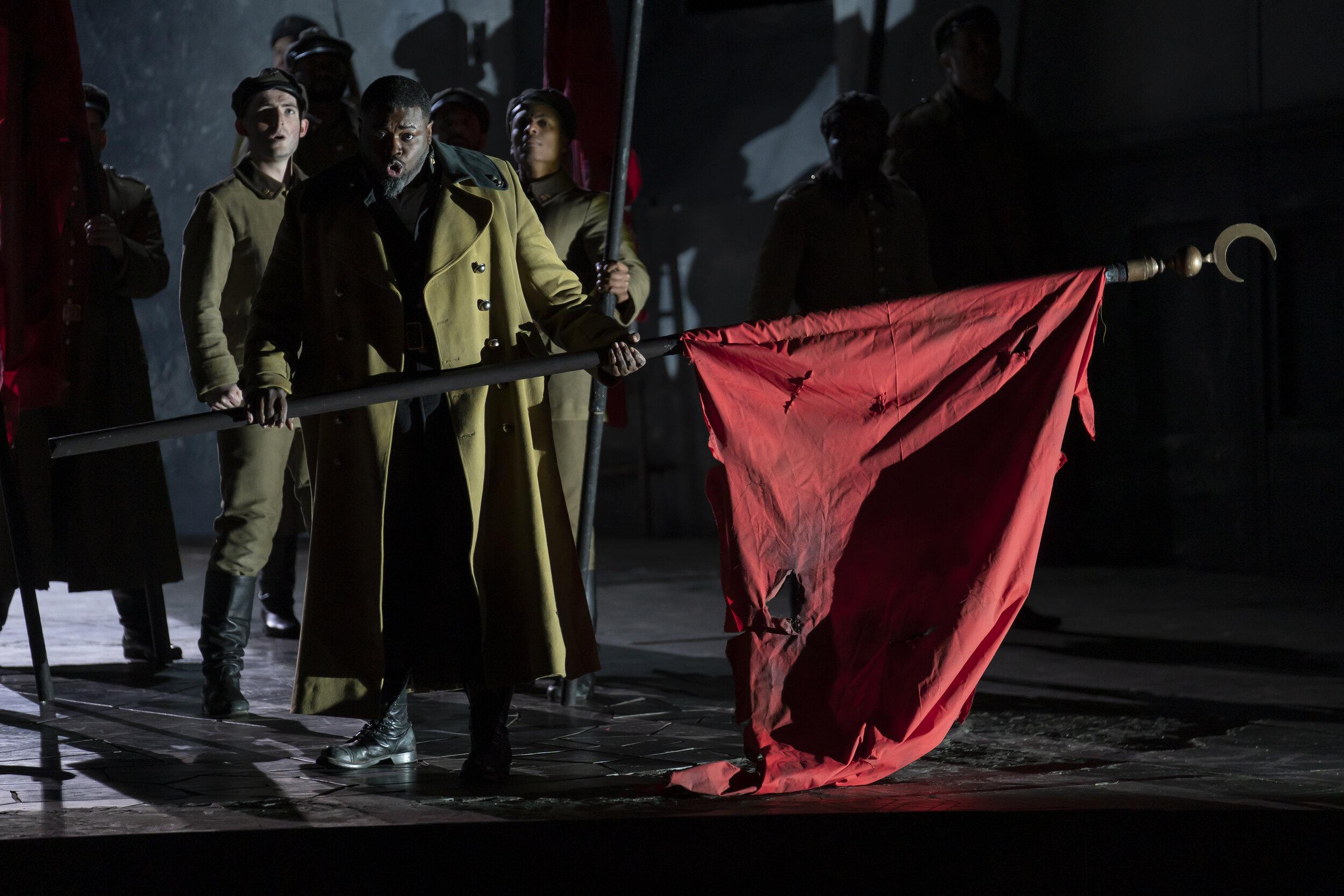 General Otello (Russell Thomas) arrives victorius. Photo by Scott Suchman; courtesy of Washington National Opera.
