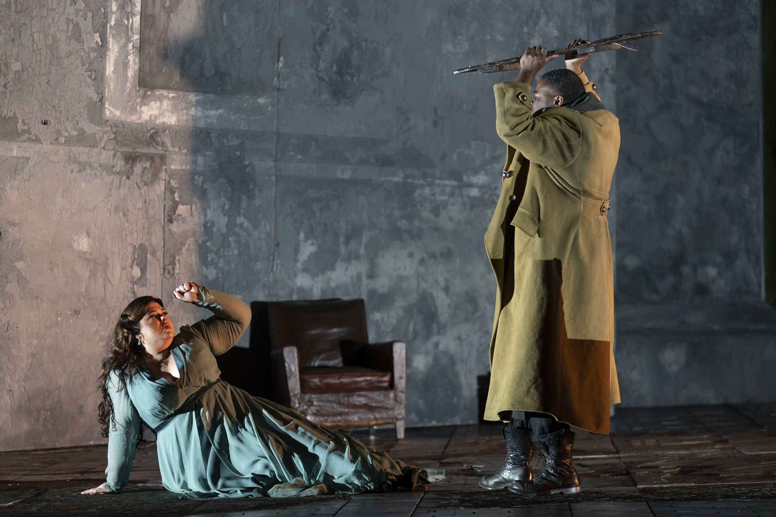 Otello's (Russell Thomas) jealous anger erupts against Desdemona (Leah Crocetto). Photo by Scott Suchman; courtesy of Washington National Opera.